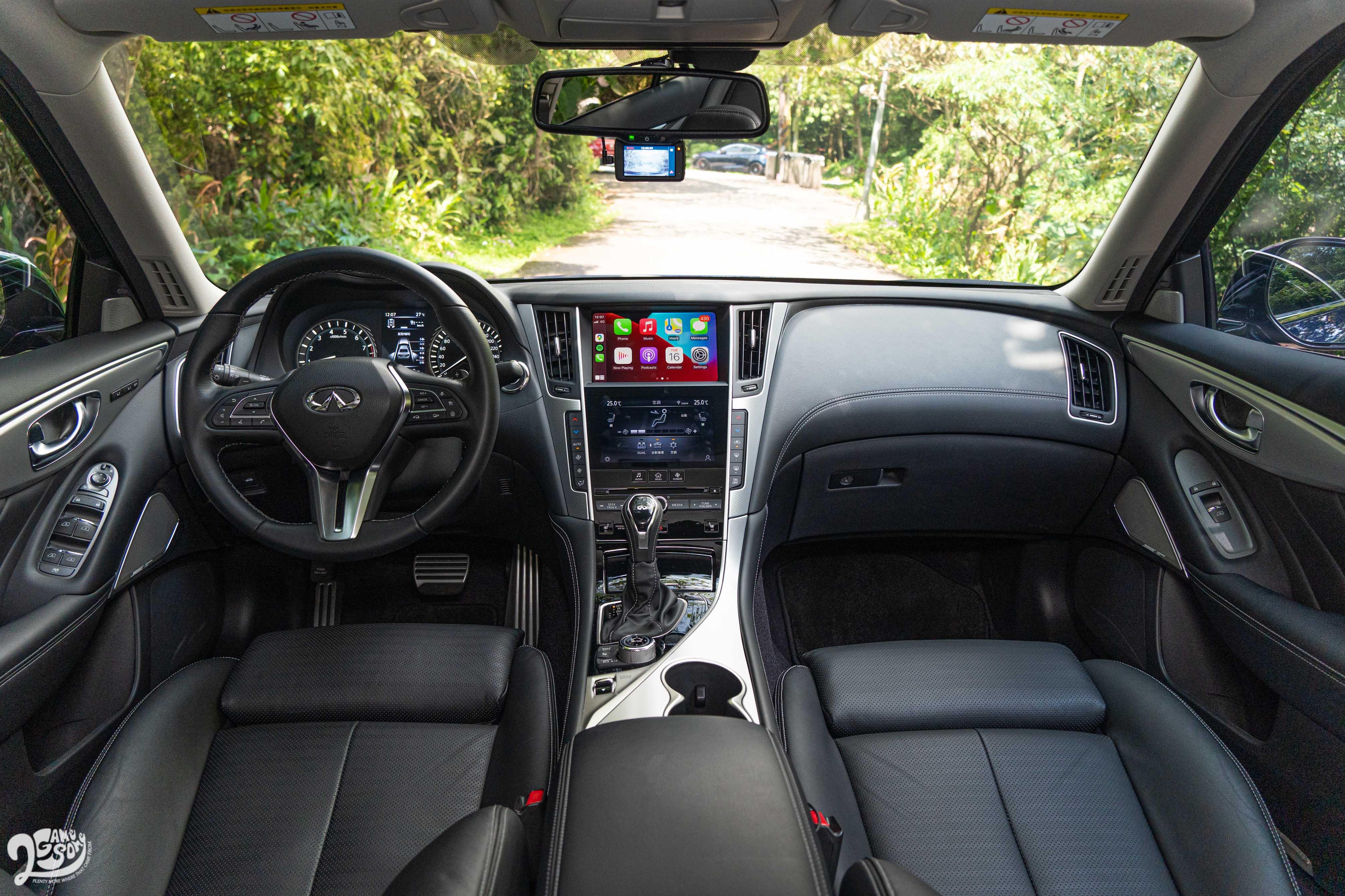 Q50 整體內裝與其他豪華房車相比,難免有些過時。
