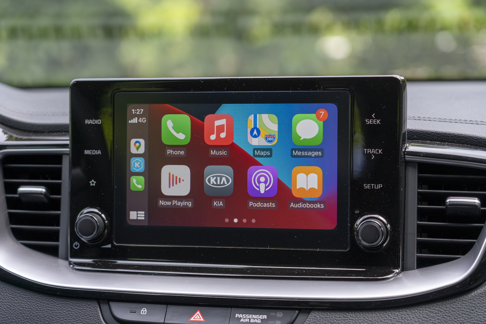 結合Apple CarPlay / Android Auto手機互聯系統,添增使用便利,也稍微解決了車機無中文介面的問題。