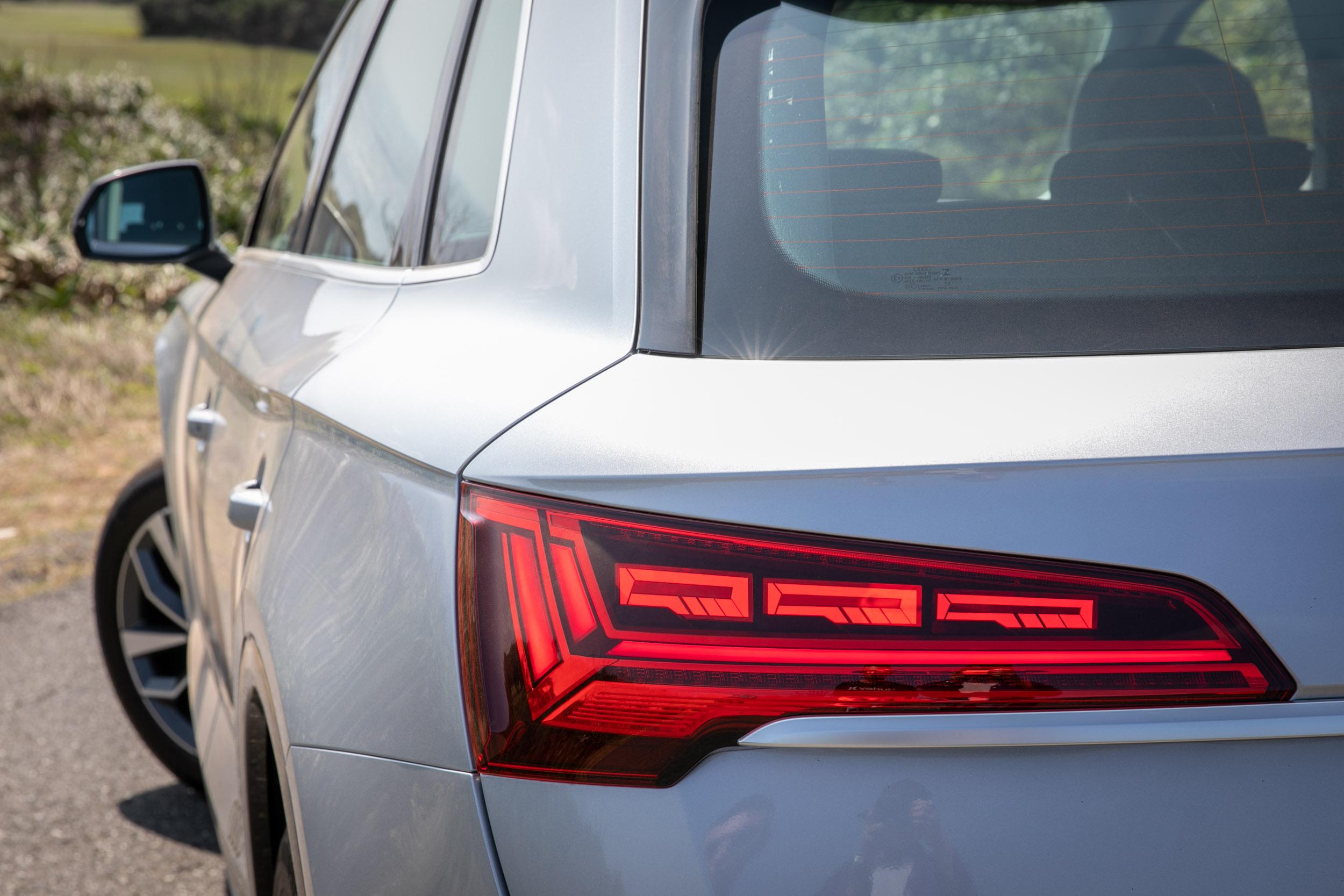 OLED 尾燈套件也是 Edition One 車型專屬。