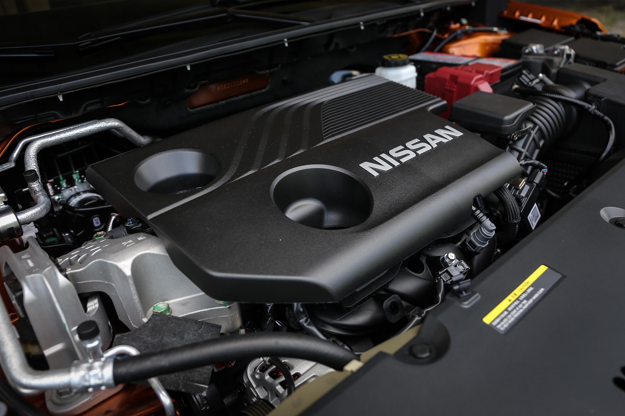 新世代 Sentra 搭載 1.6升自然進氣汽油引擎,具備 138ps/6300rpm 最大馬力與 17.2kgm/4000rpm 最大扭力輸出。