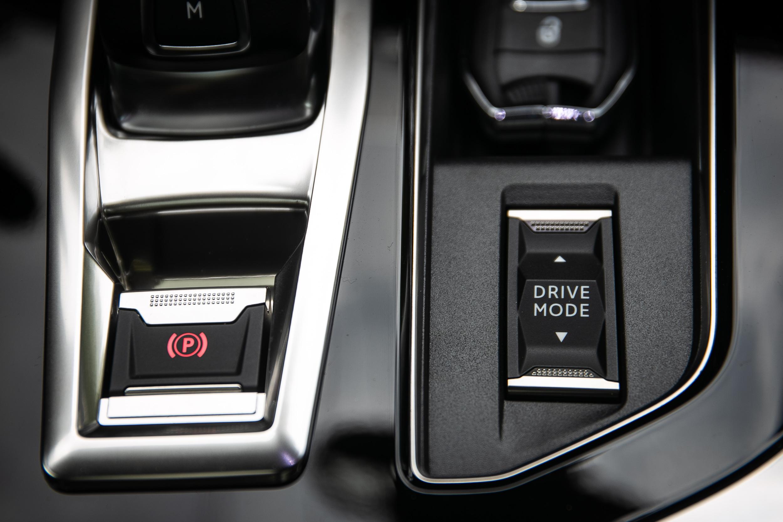 提供三種動力模式切換功能,讓動力輸出表現更為多元,可以適應不同開車環境。