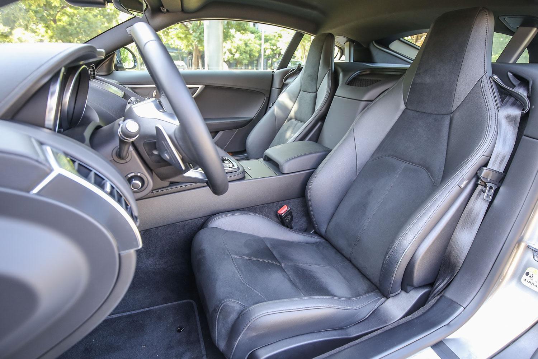包含試駕車型與以下等級車款,皆配備 Partial Leather 真皮/麂皮包覆跑車座椅。