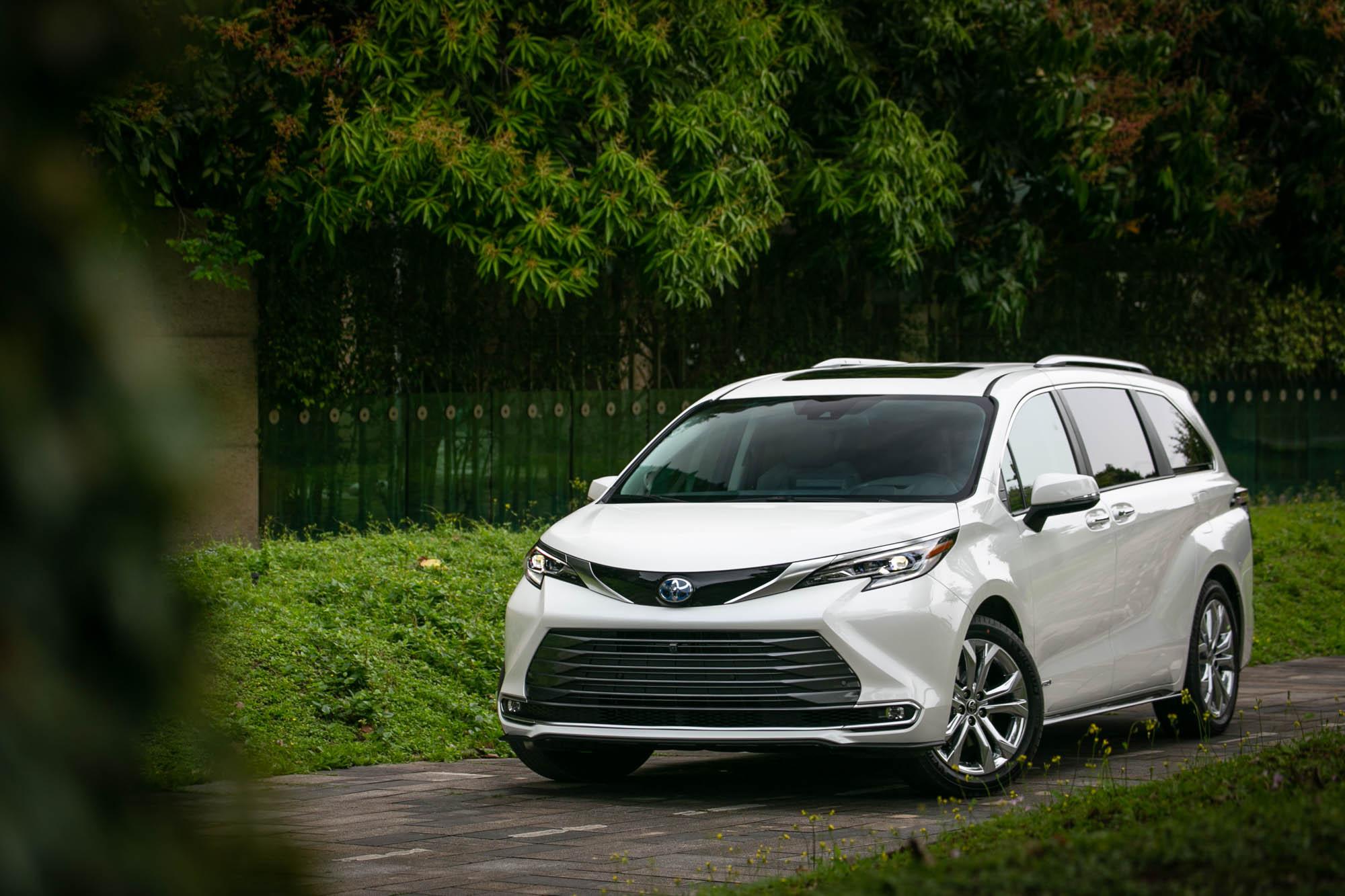 試駕車款為 Toyota 全新 Sienna 鉑金版,售價為新台幣 279 萬。