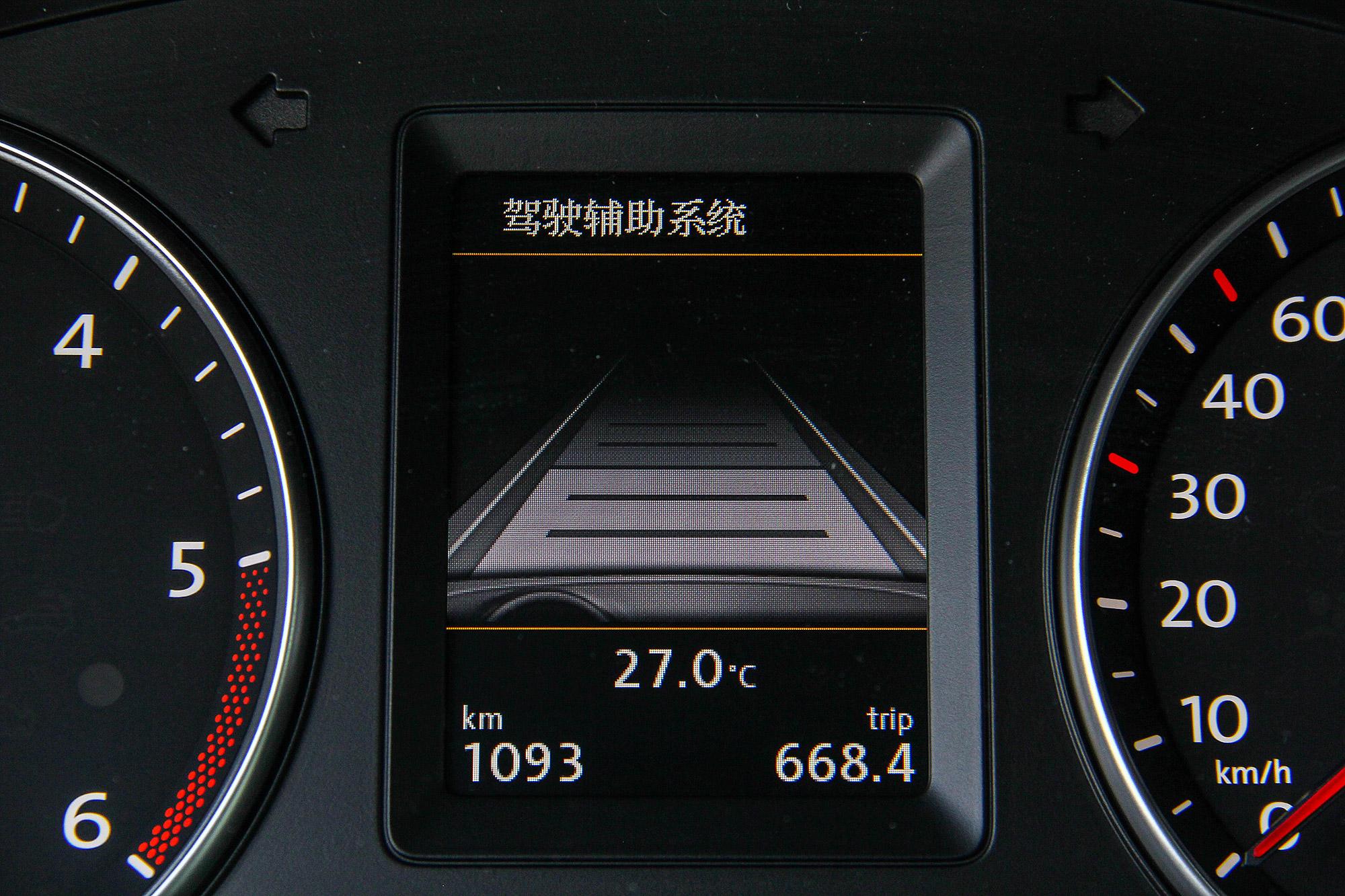 與前車之間的距離依照雷達波發射回彈的時間,提供有 5 段可調。