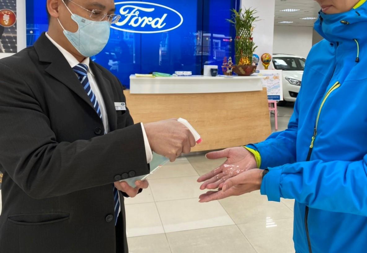 Ford 在消費者進入展間或服務廠前提供酒精消毒與體溫量測等措施。