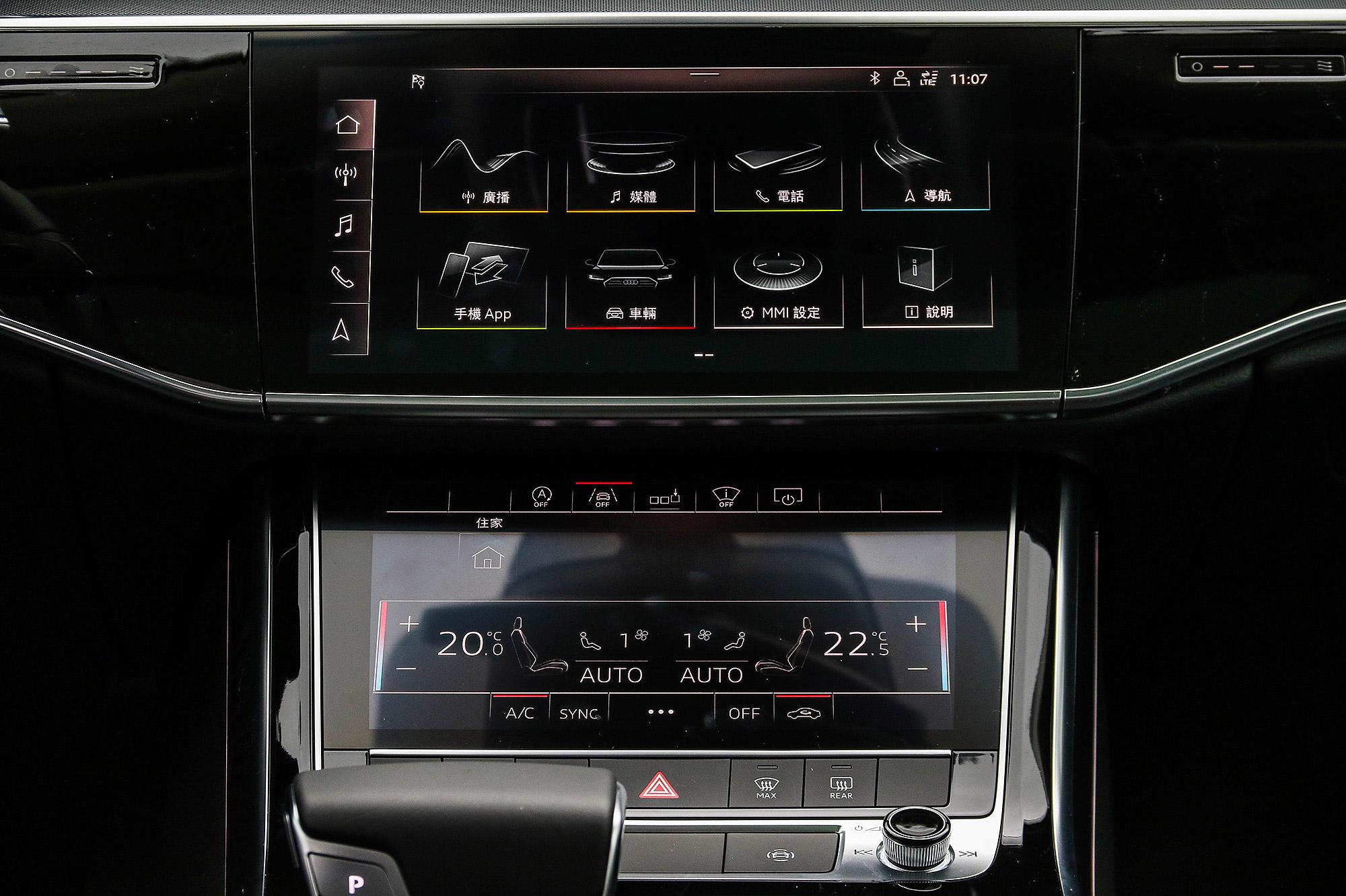 MMI Touch Response 系統由 10.1 吋與 8.6 吋兩組螢幕組成。