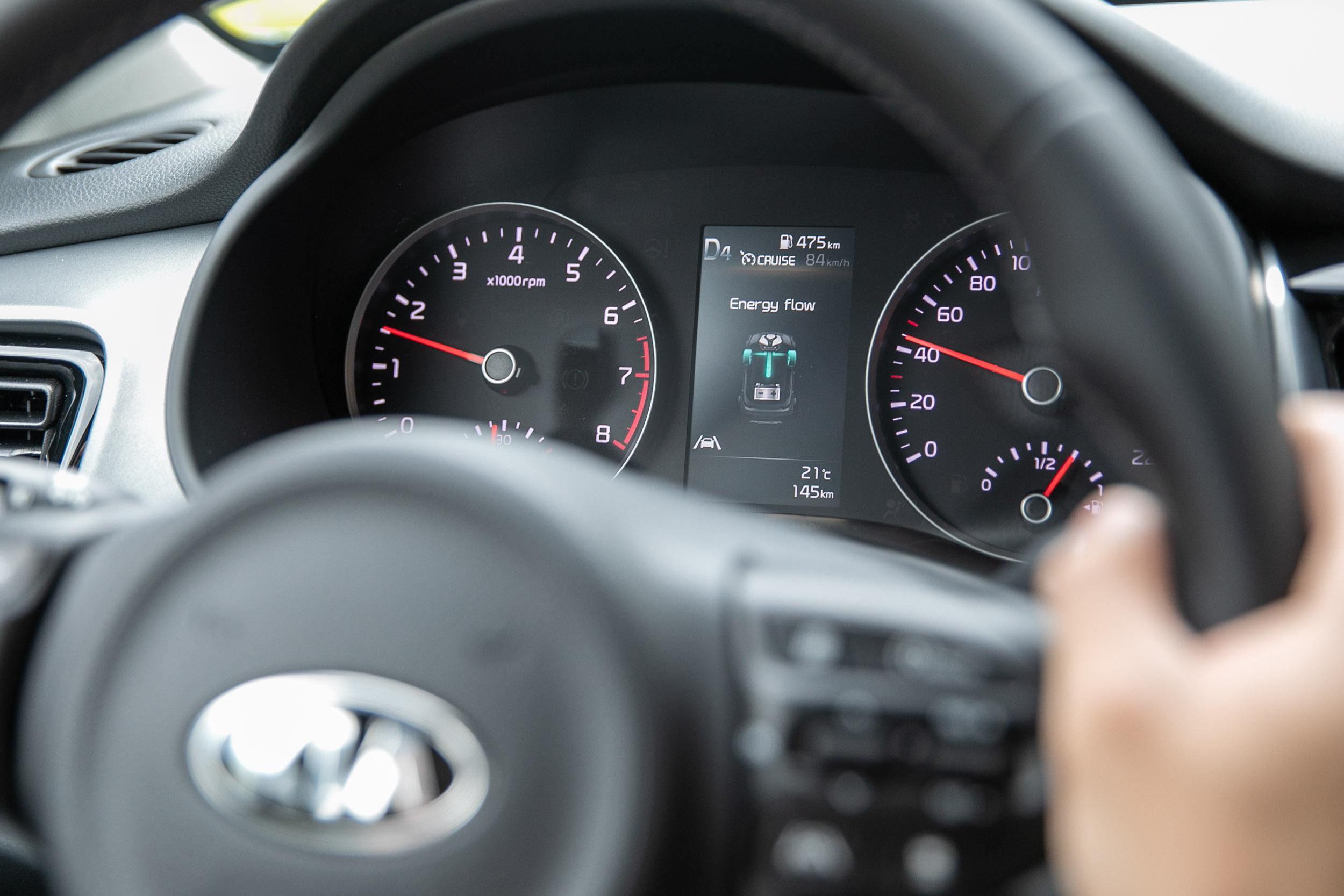 儀表板內的 4.2 彩色螢幕可顯示當前動力流狀態。