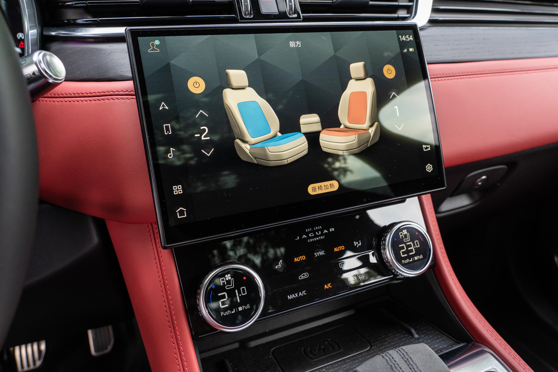 此跑車座椅含記憶/通風/加熱等多項舒適功能。