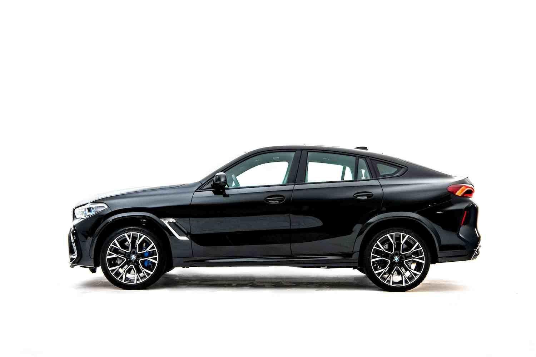 結合 BMW SAV 車款動感休旅跑格同時承襲 M 賽道基因的內外觀設計。