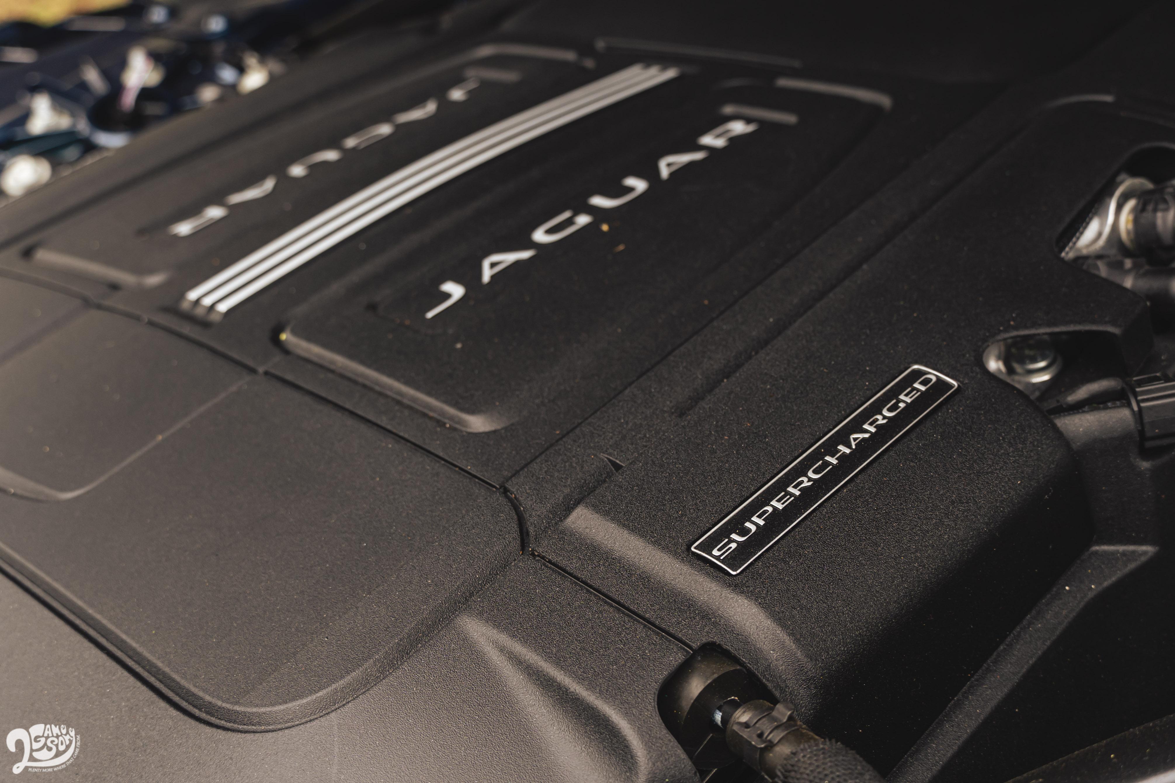 5.0 升 V8 機械增壓引擎可榨出 450 匹馬力與 580 牛頓米最大扭力。