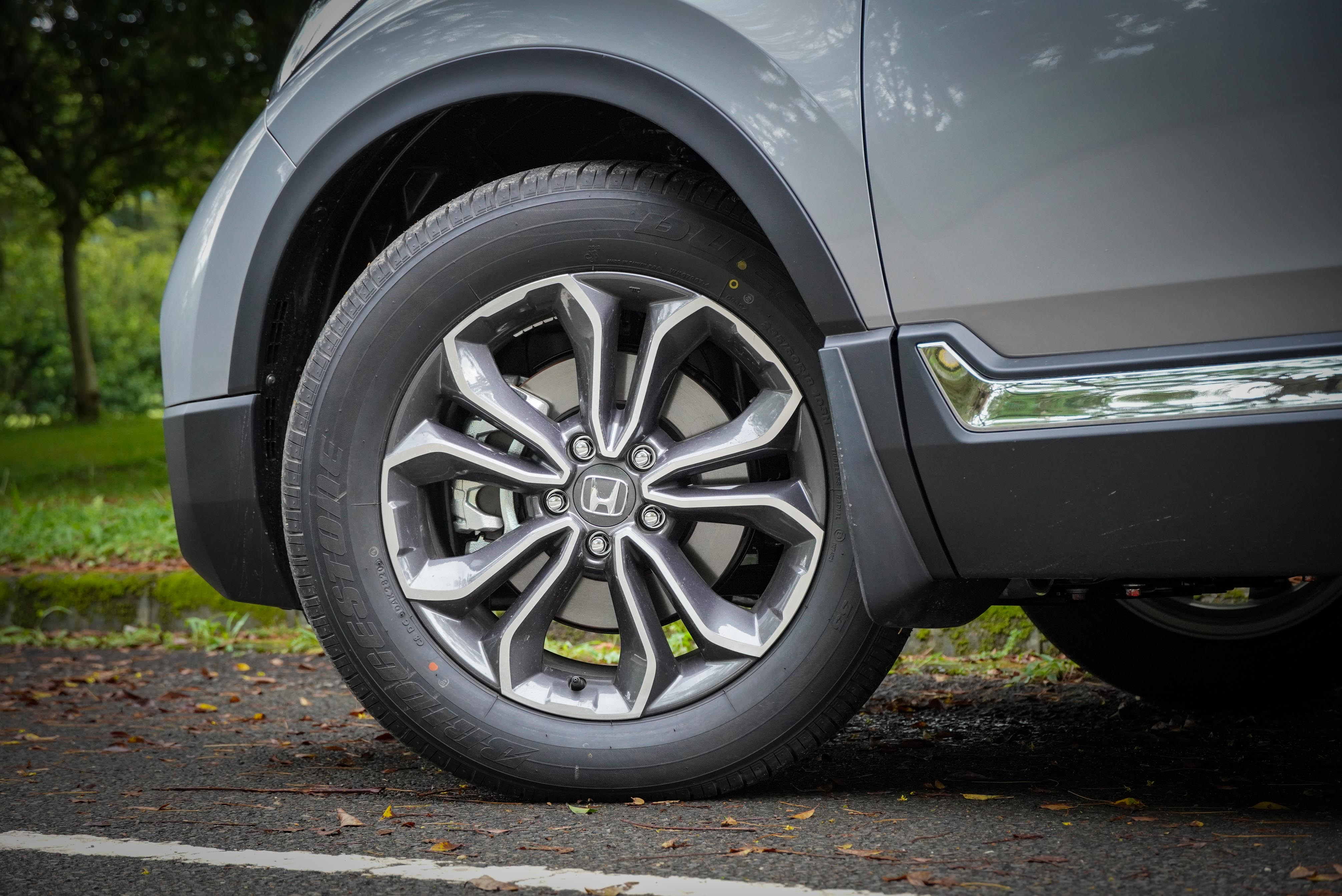 全車系標配 18 吋輪圈。