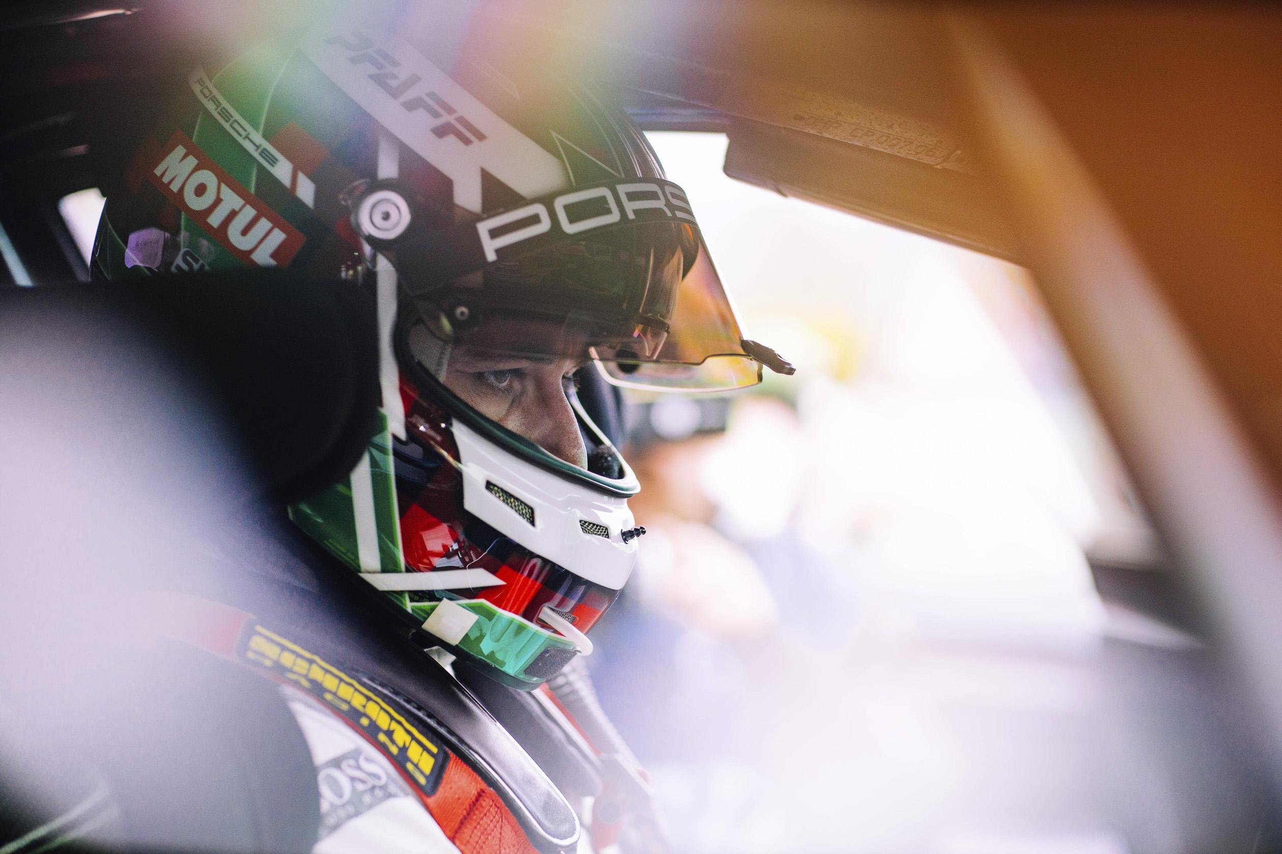 試車手Lars Kern駕駛著具有輕度偽裝的量產版Panamera,於紐柏林北環賽道(Nürburgring Nordschleife)創下7:29.81的單圈成績。