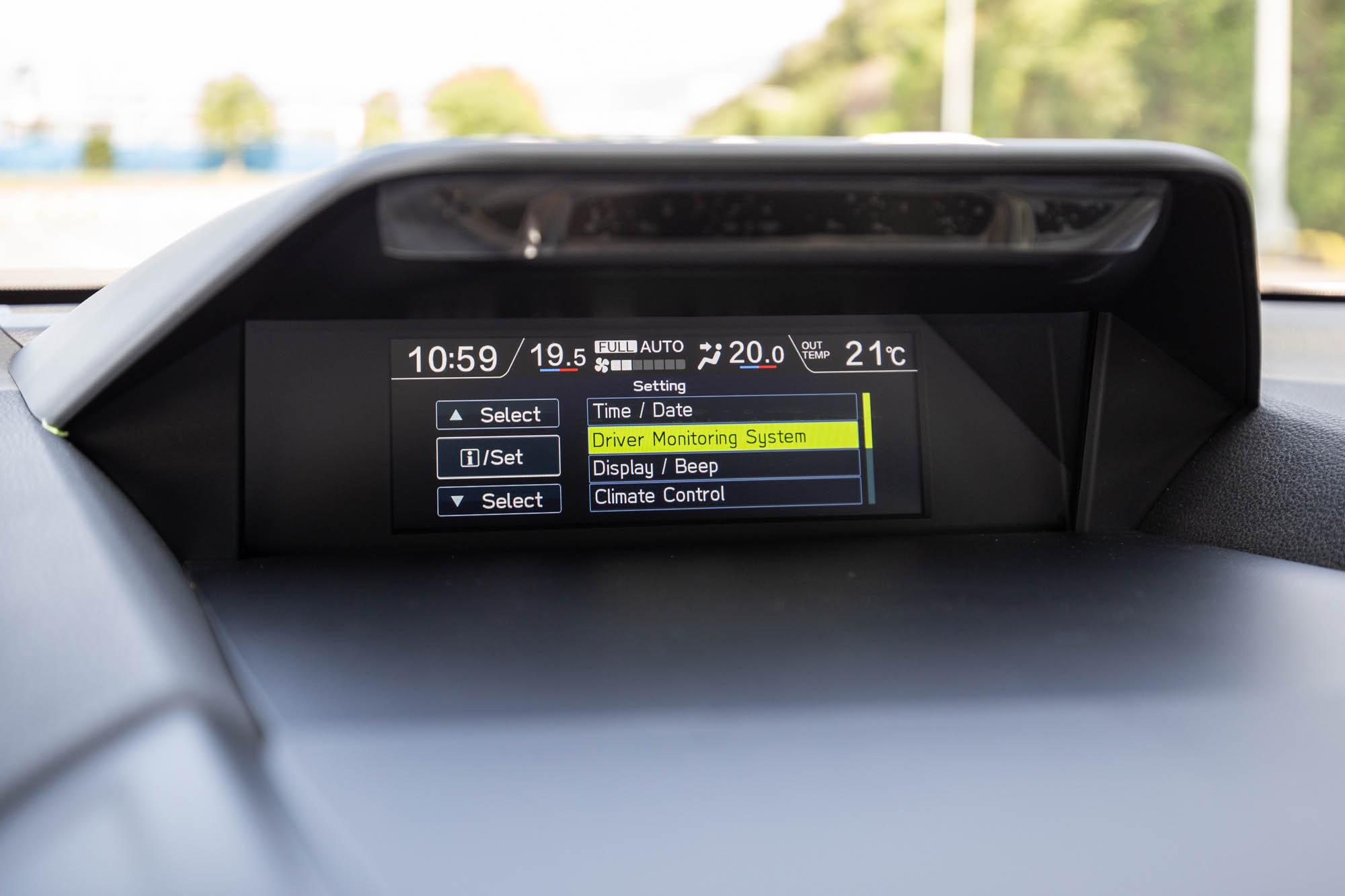 全名為Driver Monitoring System此系統可設定最多五組駕駛選擇。