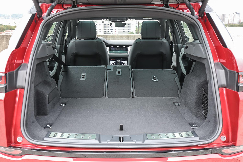 透過後座椅背傾倒後可進一步提升置物容積。