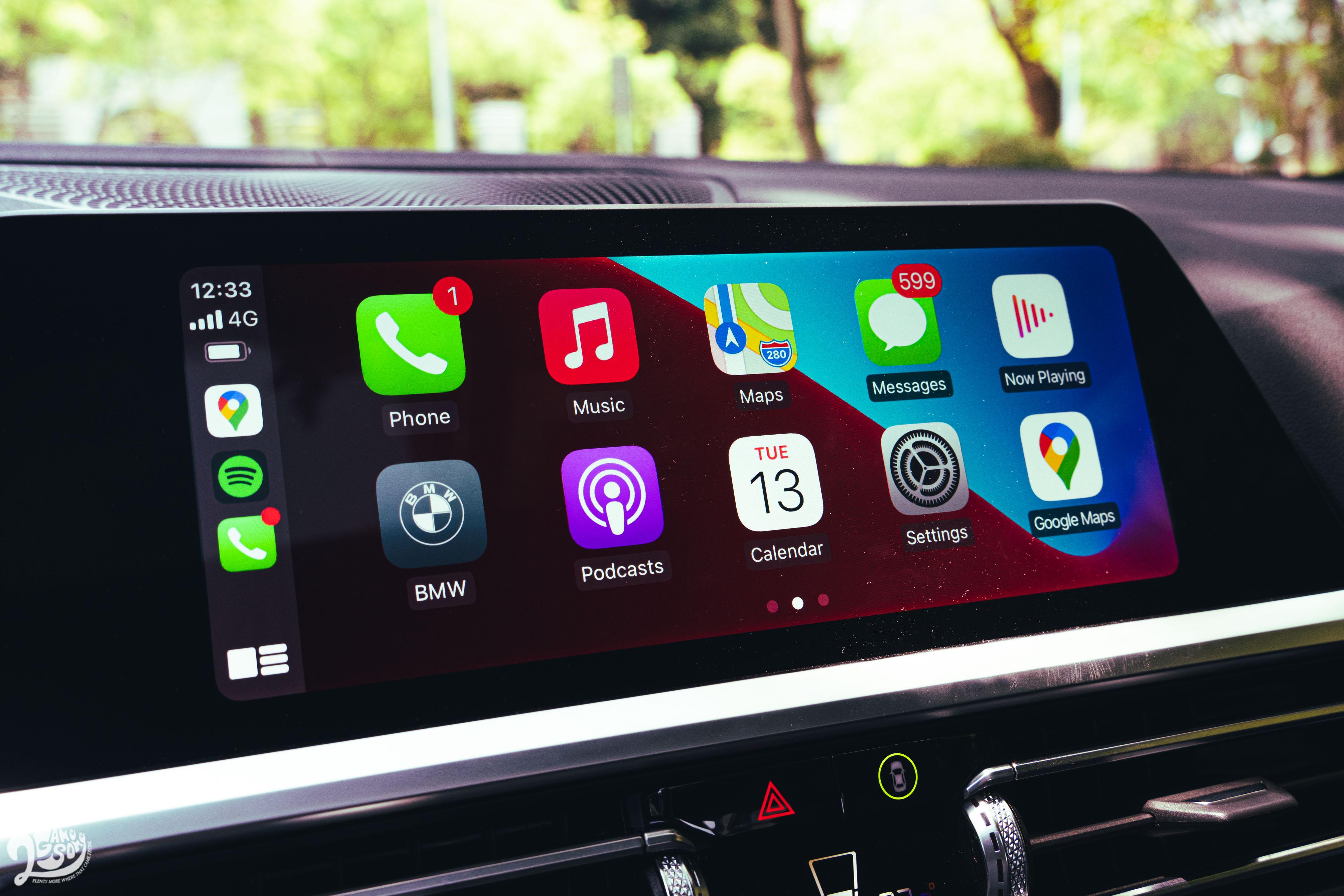 10.25 吋中控螢幕支援無線 Apple CarPlay 與 Android Auto。