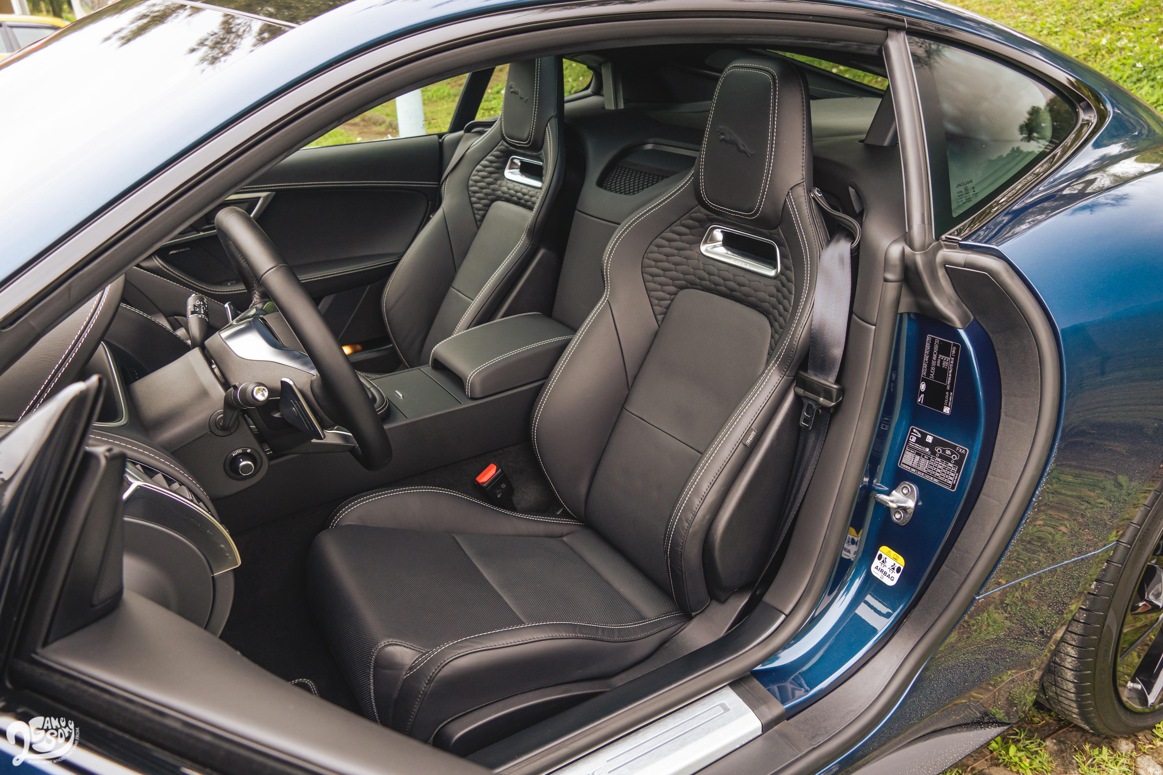 跑車座椅採用溫莎皮革。