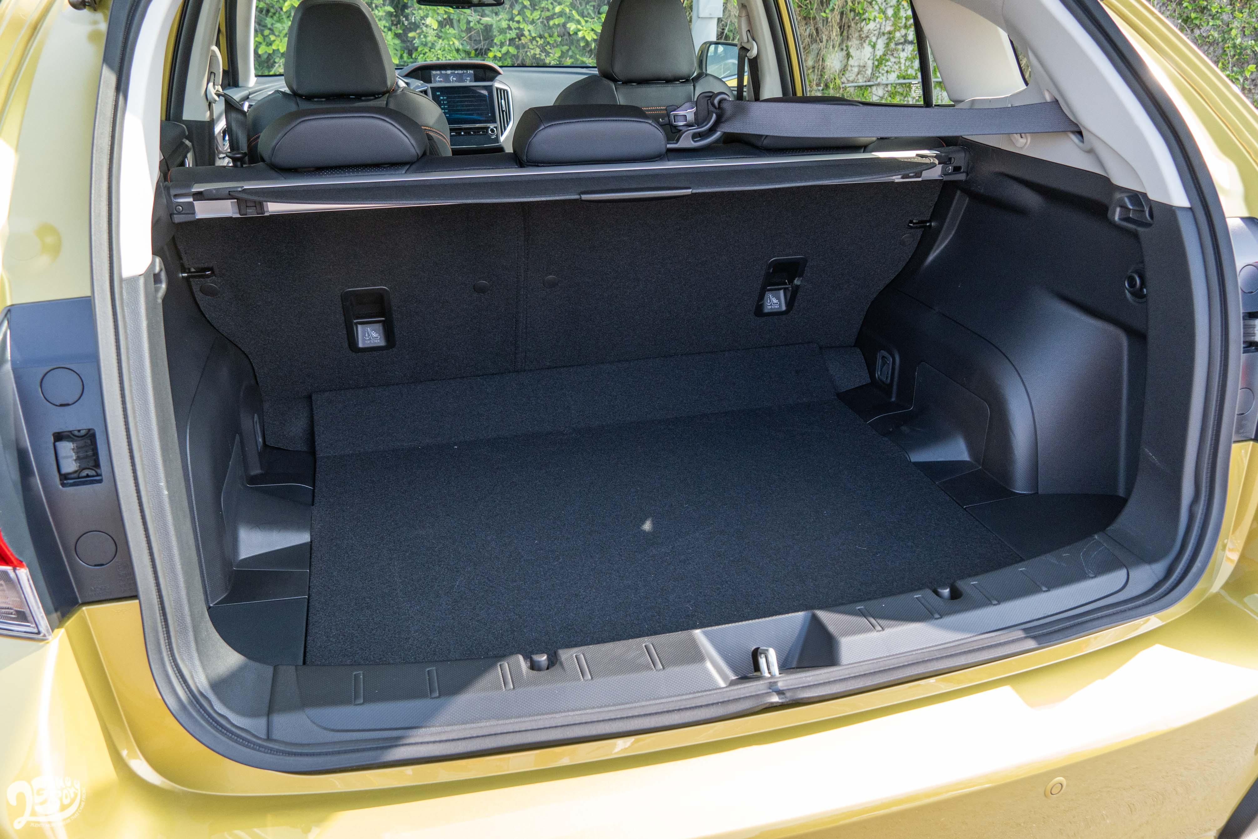 行李廂提供 385 公升基本容量,並提供 6/4 椅背分離傾倒。