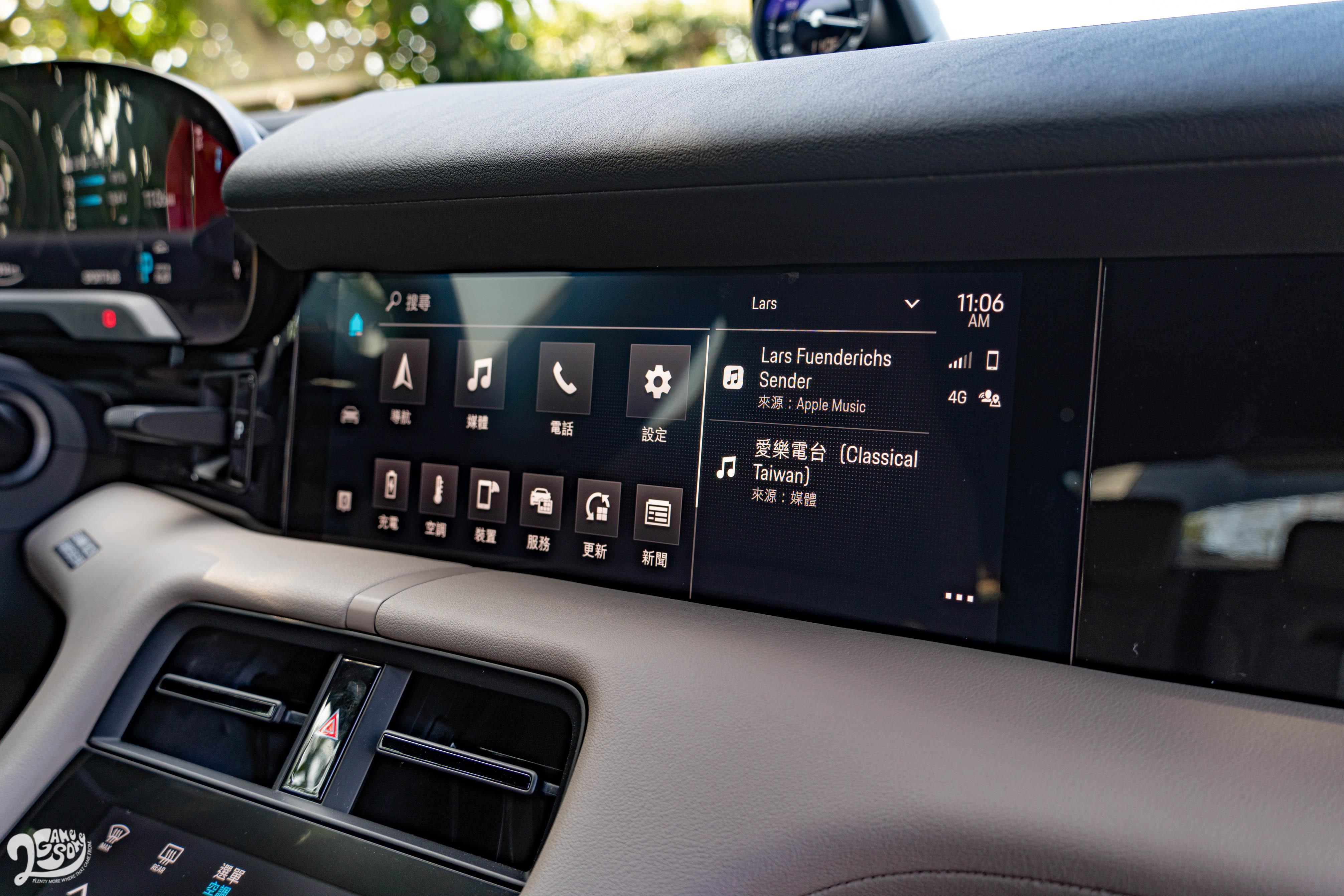 保時捷通訊管理系統由中央 10.25 吋觸控螢幕控制,並支援 Apple CarPlay 與 Android Auto。