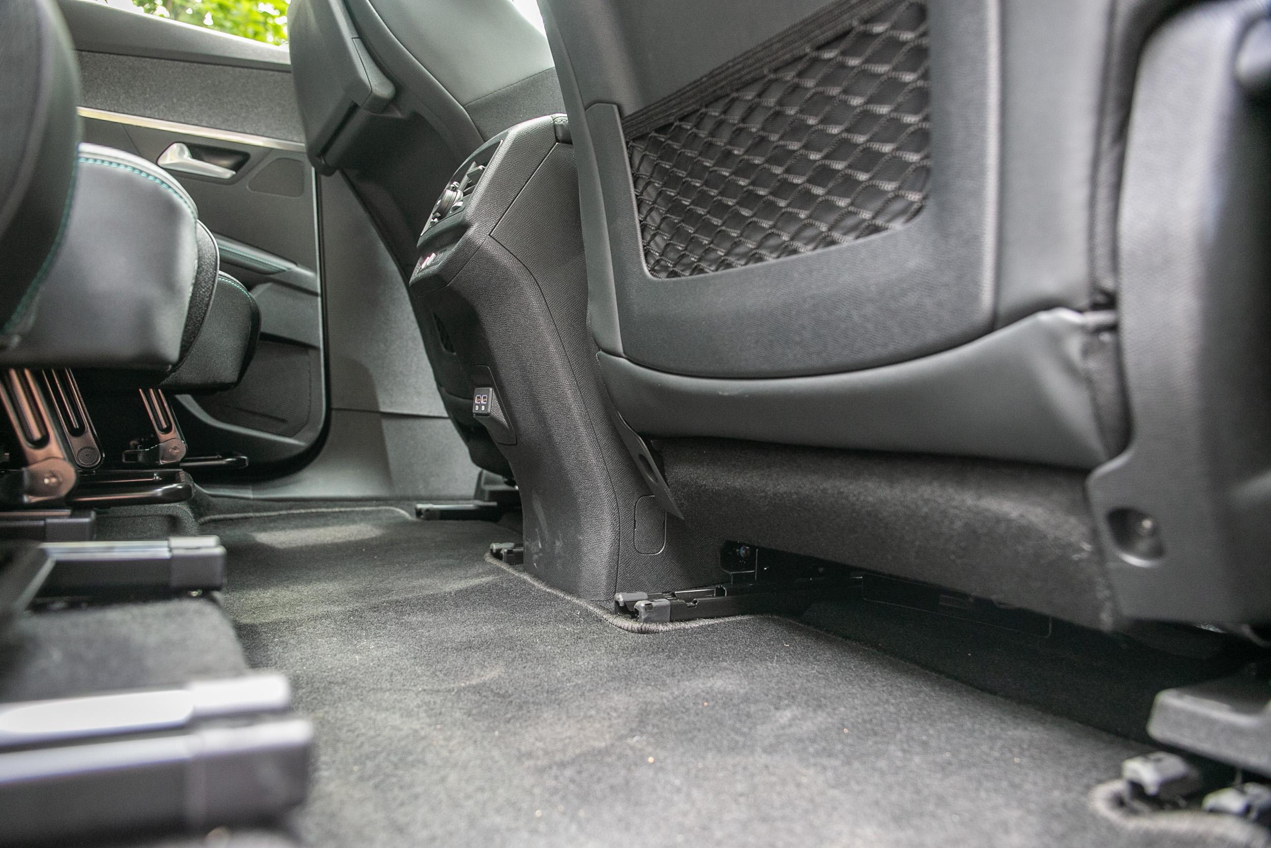 第二排具有果嶺式的平整地板,讓乘坐更加舒適。