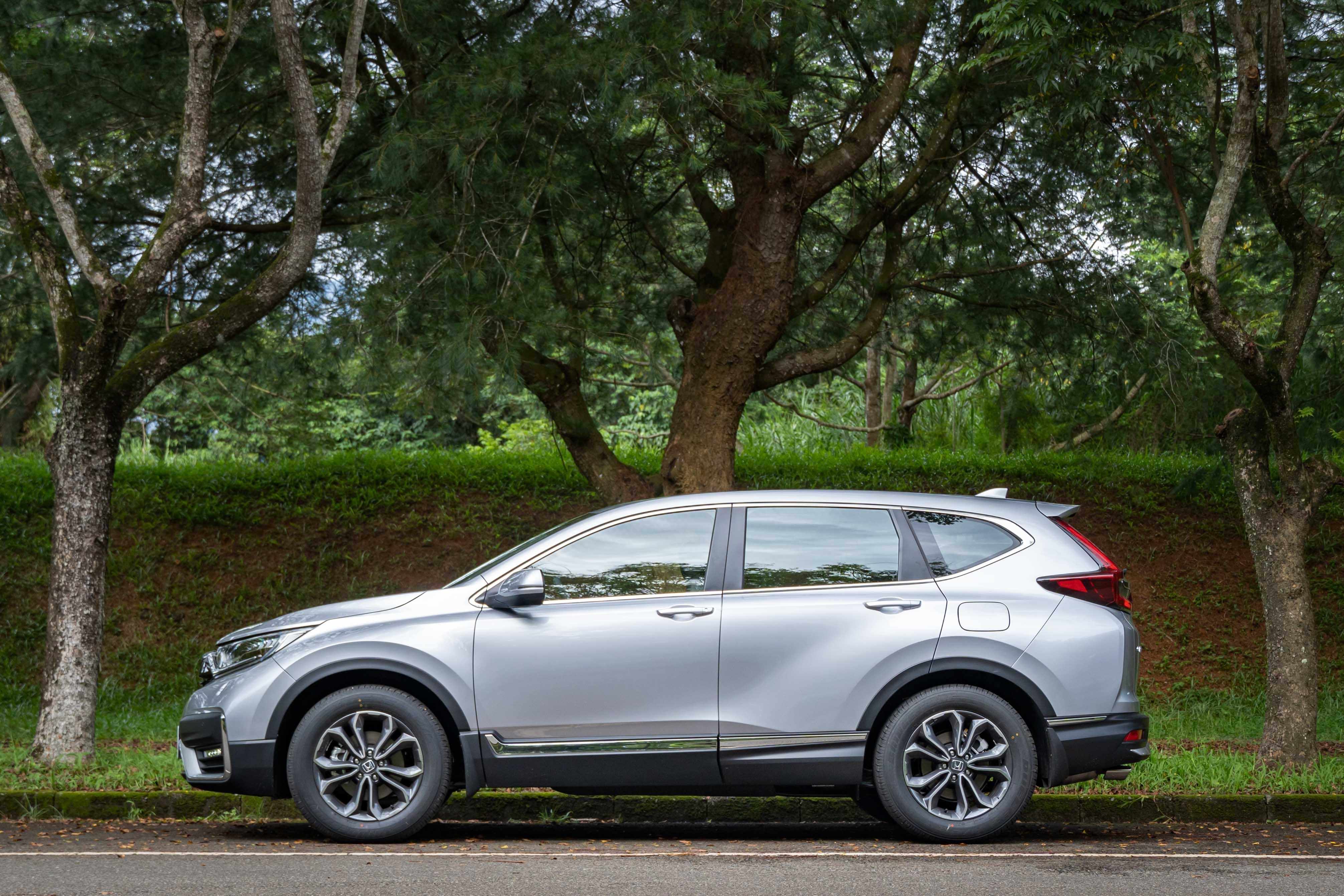 小改款 Honda CR-V 分三車型販售,分別為 94.9 萬的 VTi、103.9 萬的 VTi-S 及 113.9 萬的 S。