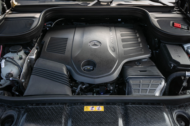 搭載 3.0 升直列六缸渦輪增壓汽油引擎,具備 367hp/5500~6100rpm 最大馬力與 500Nm/1600~4500rpm 最大扭力輸出。EQ Boost 可額外提供 22hp 馬力。