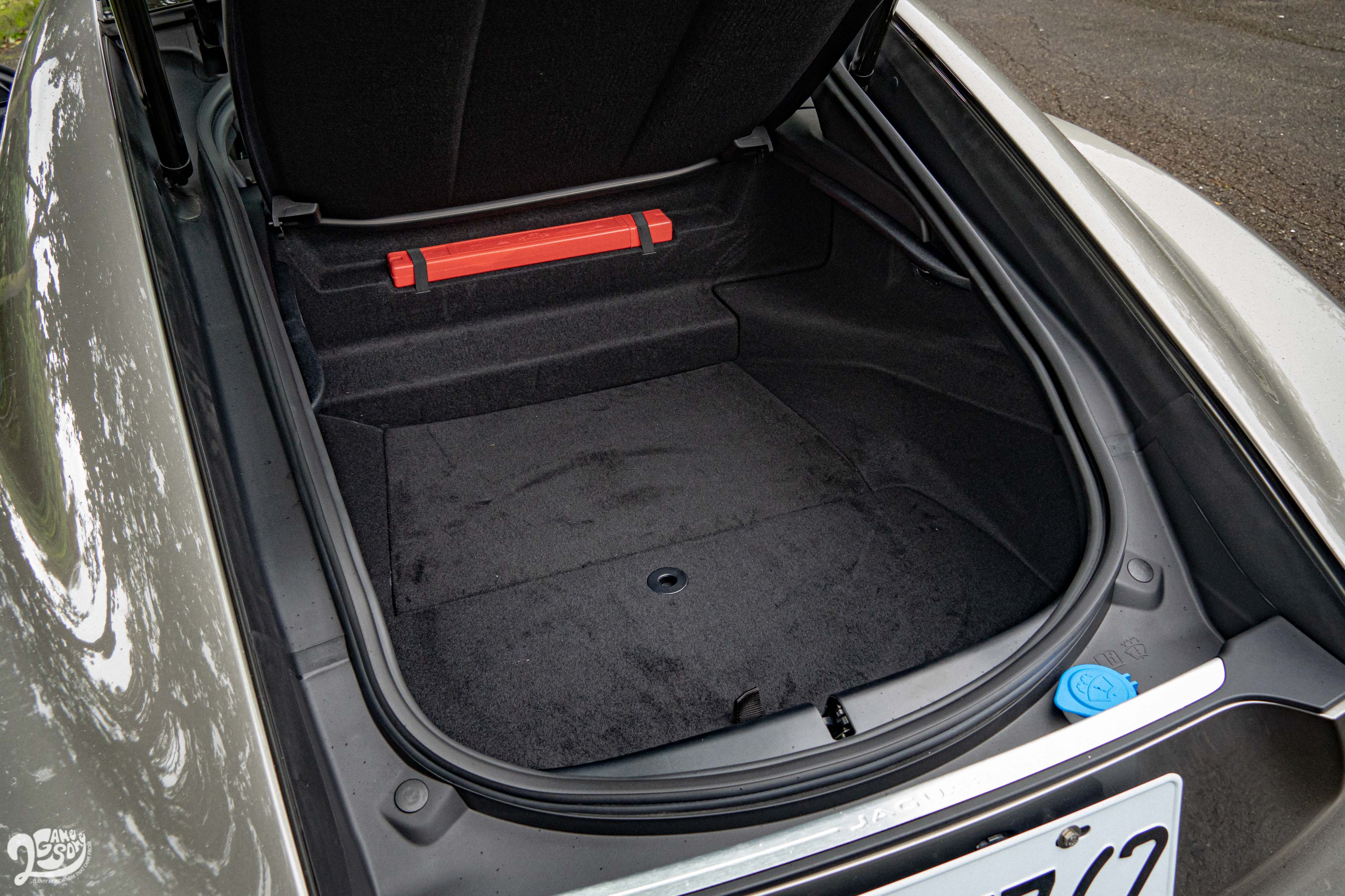 高達 336 公升的後廂容積展現 GT 跑車的日常實用價值。