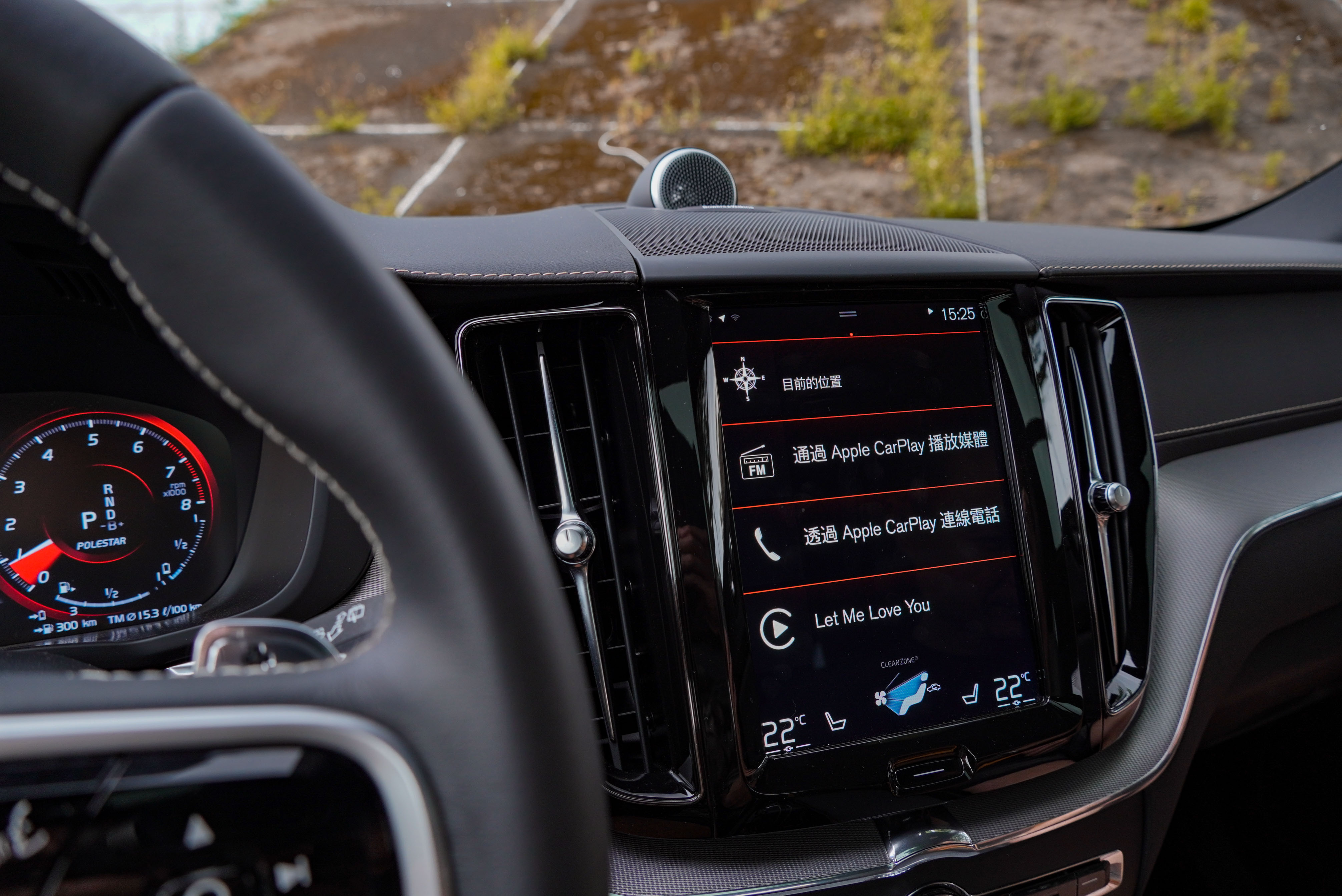 9 吋整合觸控螢幕中控台支援 Apple CarPlay / Android Auto。