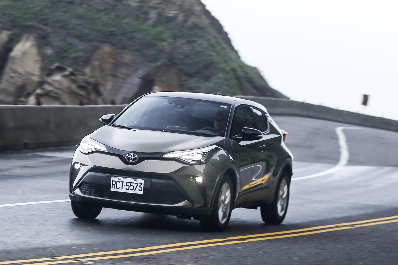 受惠於 TNGA 底盤基礎,操控表現其實已經擺脫過往 Toyota 品牌的惡名,懸吊設定也相當適合台灣路況行駛。