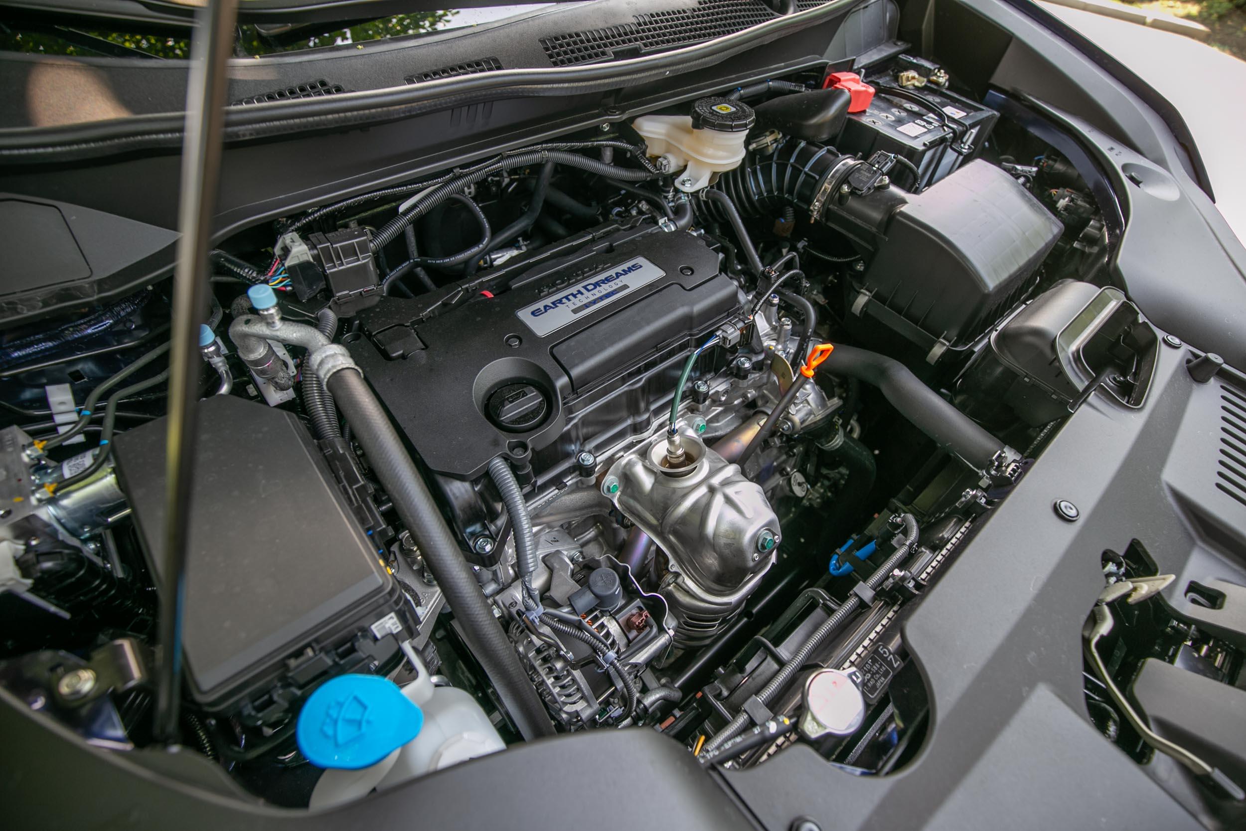 與改款前同樣搭載 2.4 升自然進氣汽油引擎,具備 175ps/6200rpm 最大馬力與 23kgm/4000rpm 最大扭力輸出。