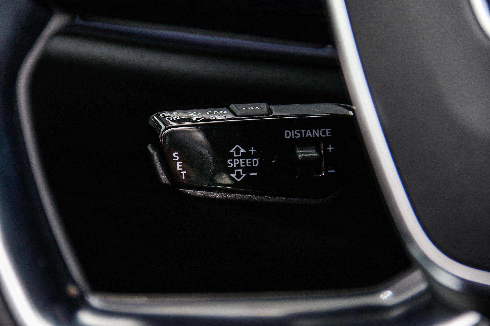 除了 ACC 之外,也整合有主動式車道維持與偏離警示系統,具備 Level 2 層級自動駕駛輔助系統。
