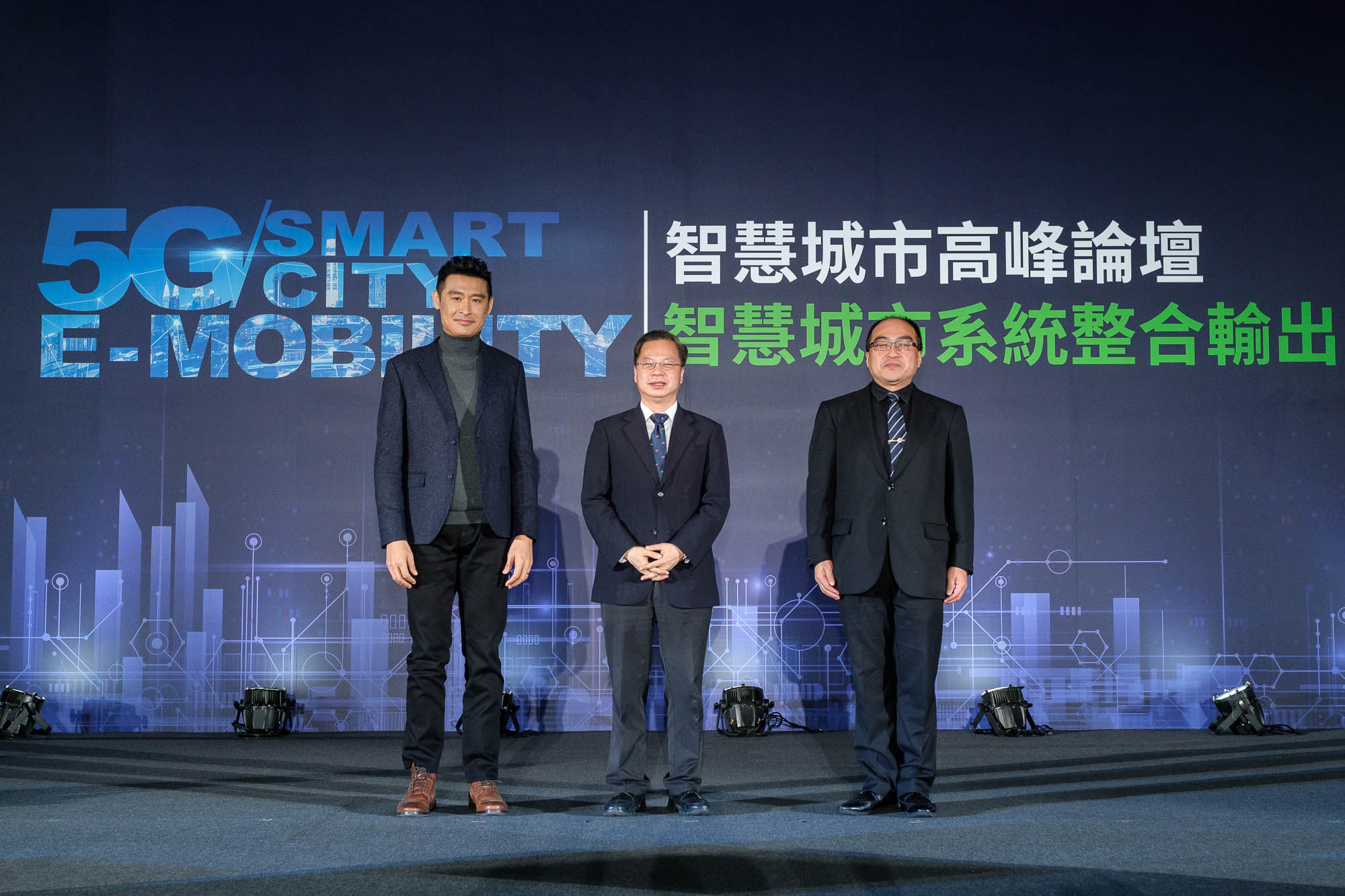 左起 Kymco 董事長柯勝峯、國發會主委龔明鑫、工業局局長呂正華。