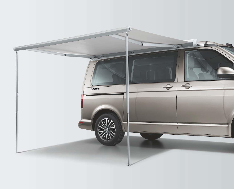 伸縮式車側遮陽棚。