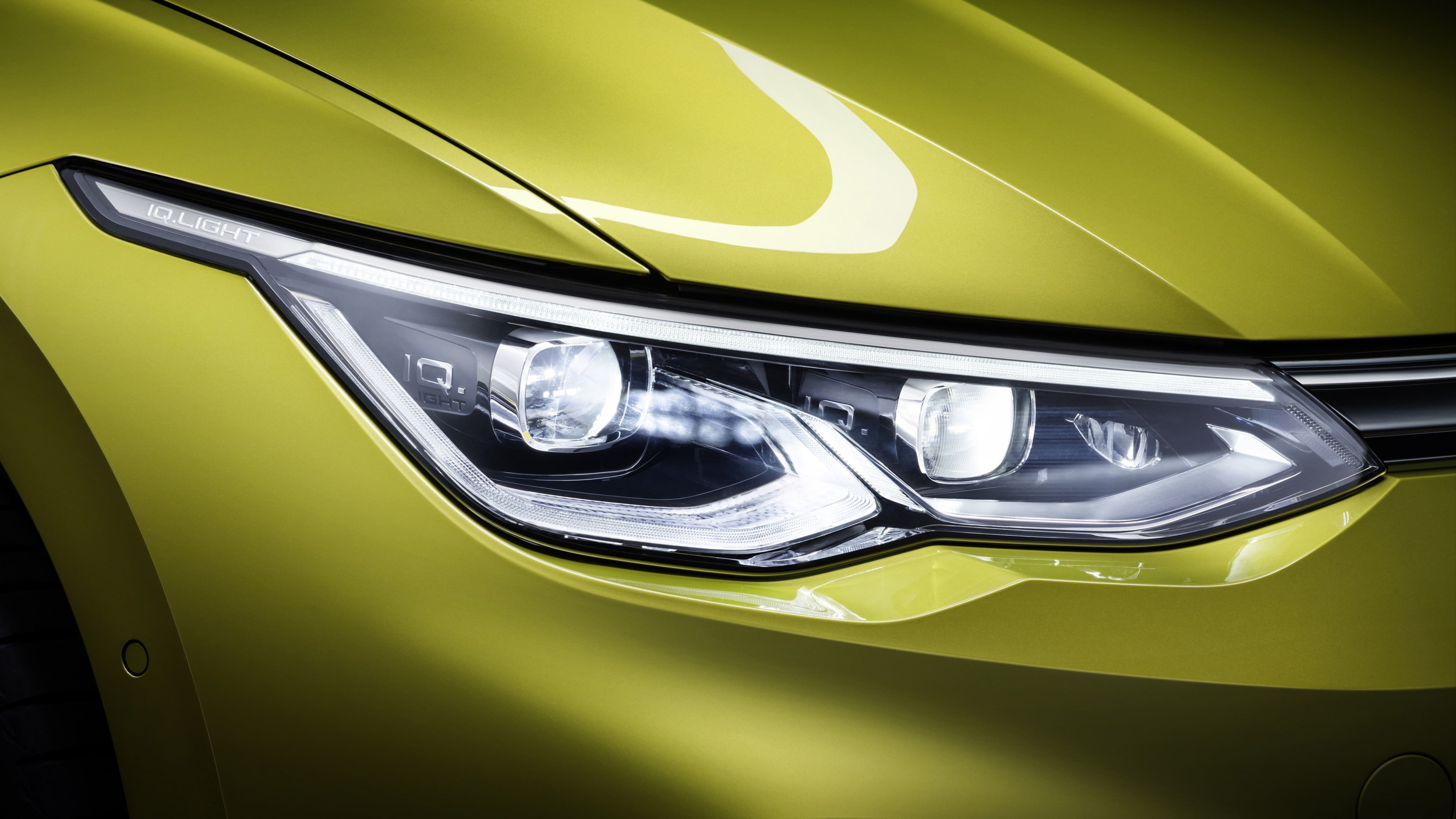 搭載全LED科技的IQ.LIGHT智慧燈組,包含光感應自動頭燈(含Coming Home和Leaving Home功能)。