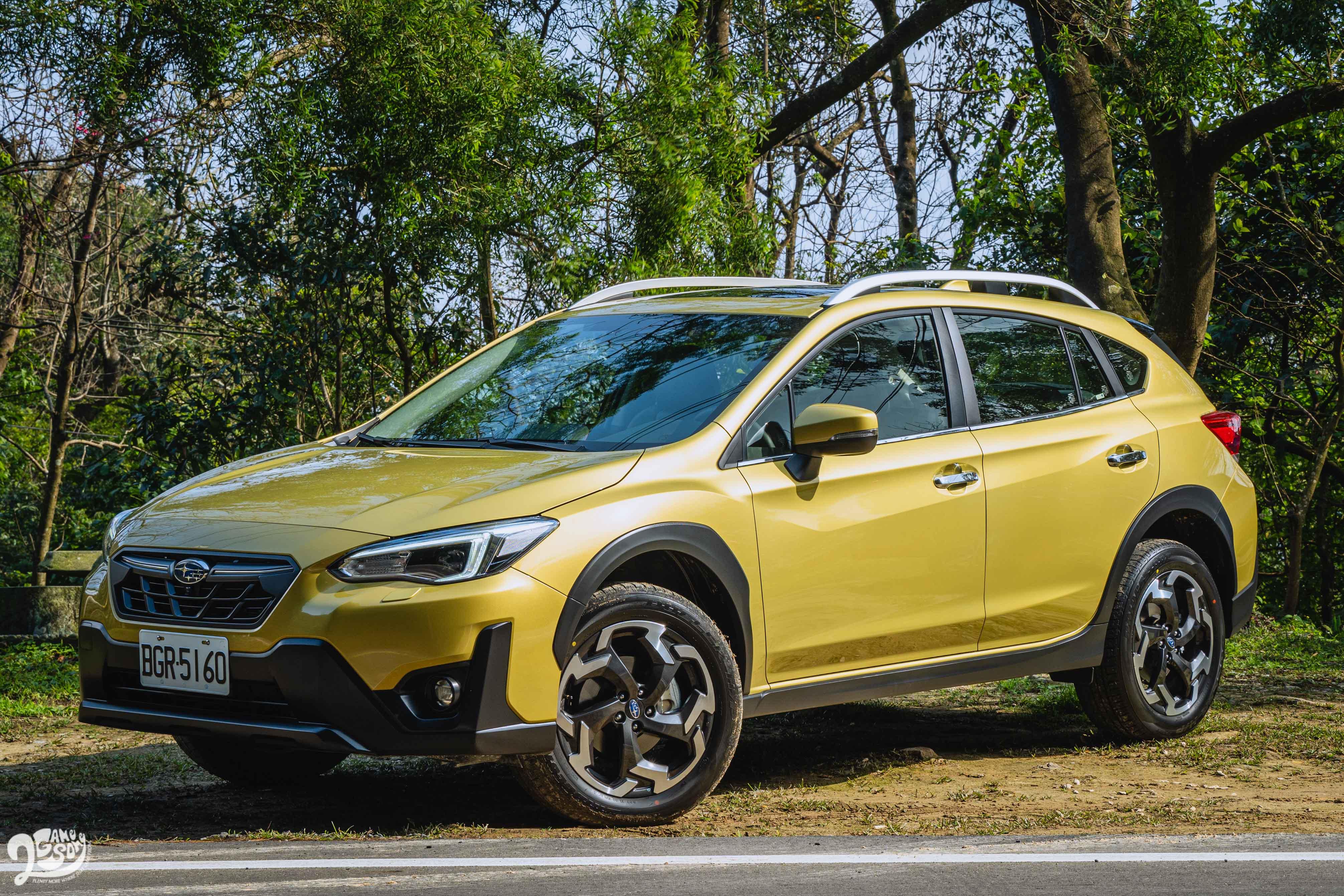 2021 XV 有三處小拉皮,包含車頭水箱護罩與 18 吋輪圈重新塑形,以及車頭面積更大的防刮材質。