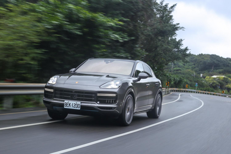 原廠數據顯示,Cayenne Turbo Coupe 可於 3.9 秒內完成 0-100km/h 加速過程。