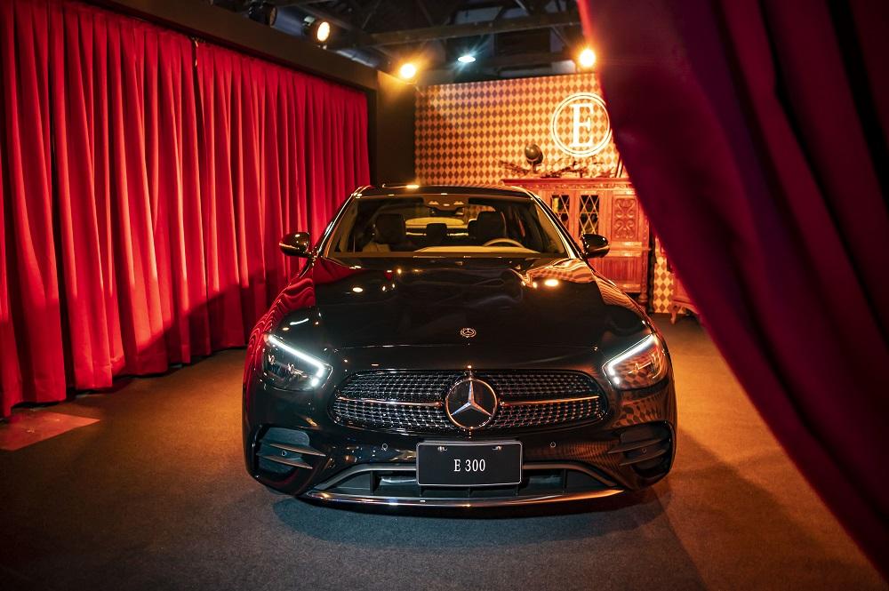 全新 E-Class 豪華轎車 E 300 運動版採用 AMG Line 外觀套件。