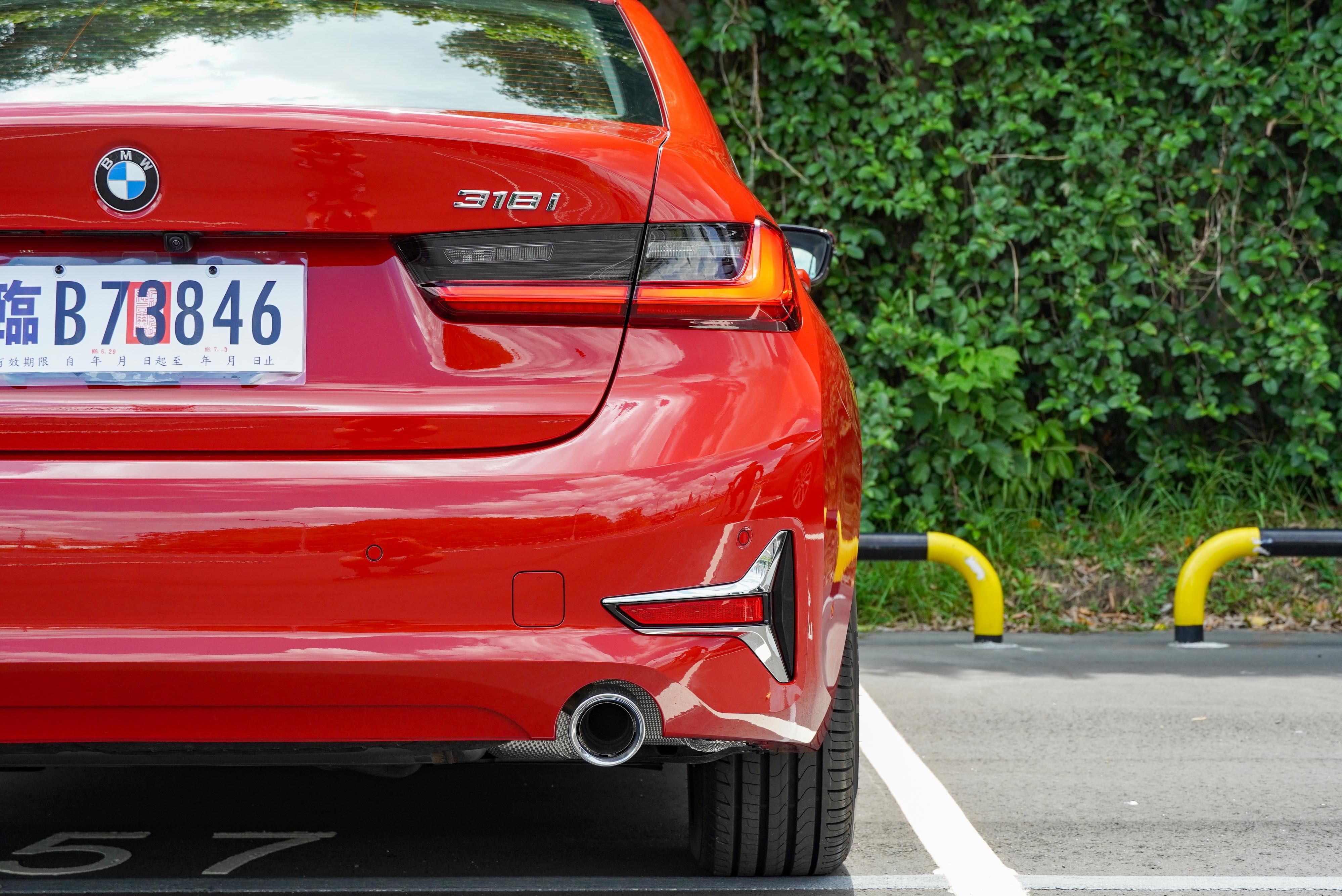 BMW 318i Luxury 售價 203 萬元起。