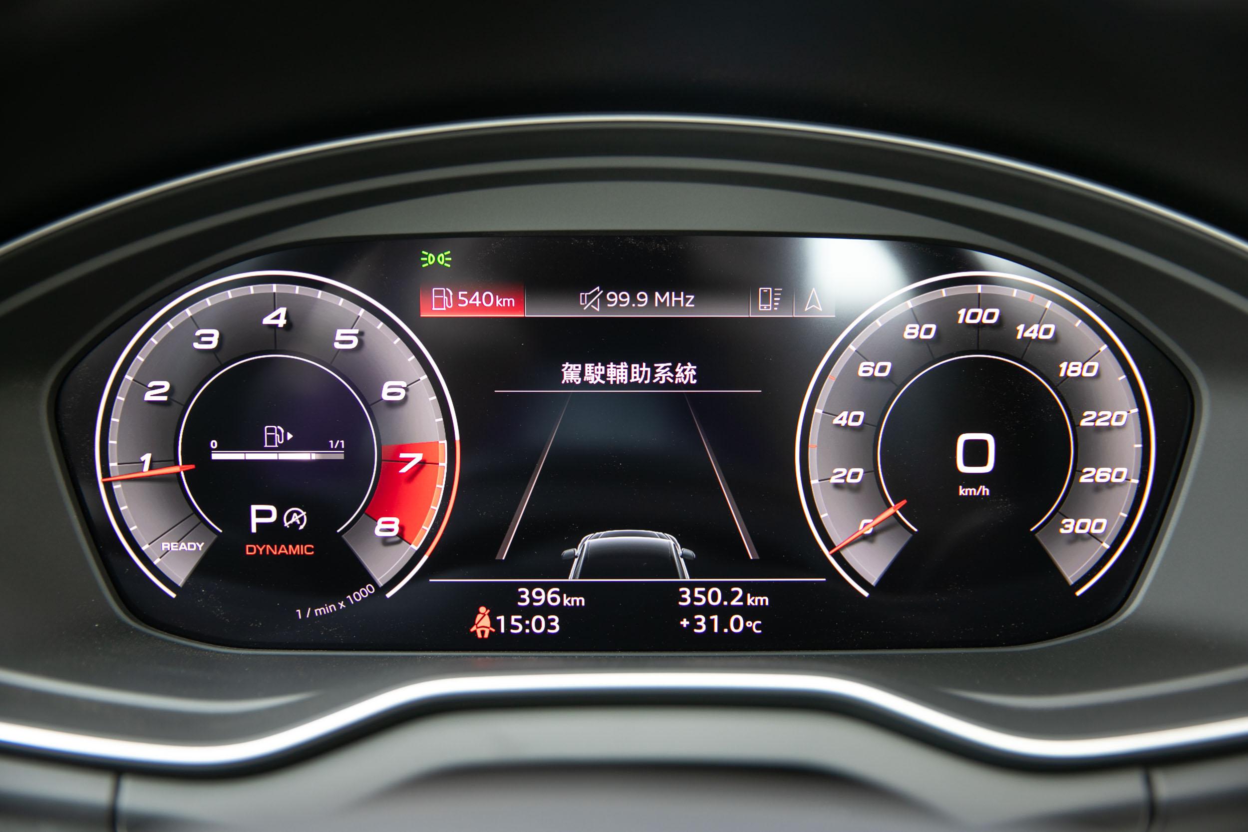 全數位虛擬座艙配備 12.3 吋數位儀表板。