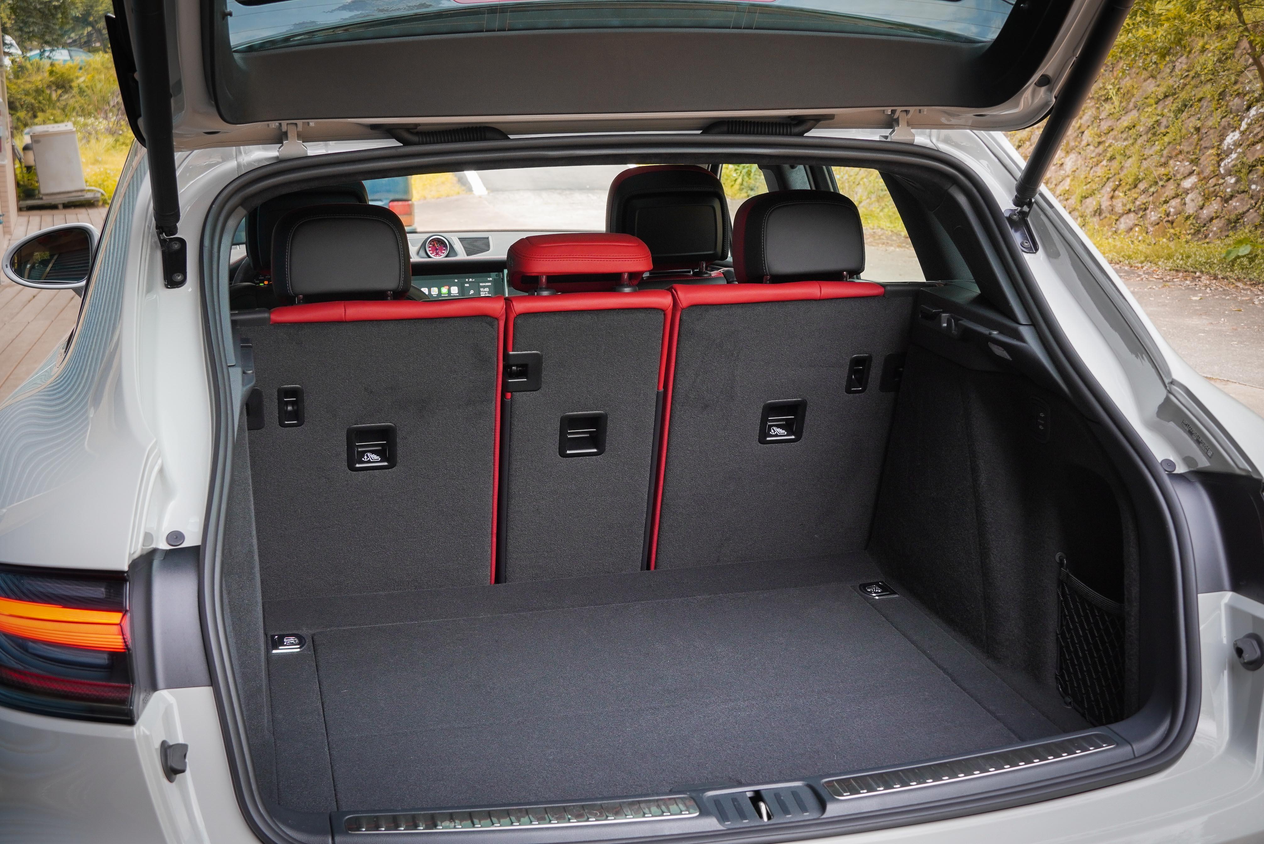 基本行李廂容積為 500 公升。