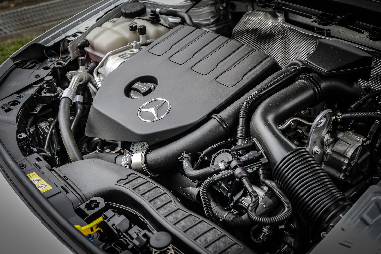 同樣採直列四缸缸內直噴+渦輪增壓配置,A 180 動力輸出為 136 hp/5500 rpm、200 Nm/1460-4000 rpm;A 200 為 163 hp /5500 rpm、250 hp/1620-4000 rpm。