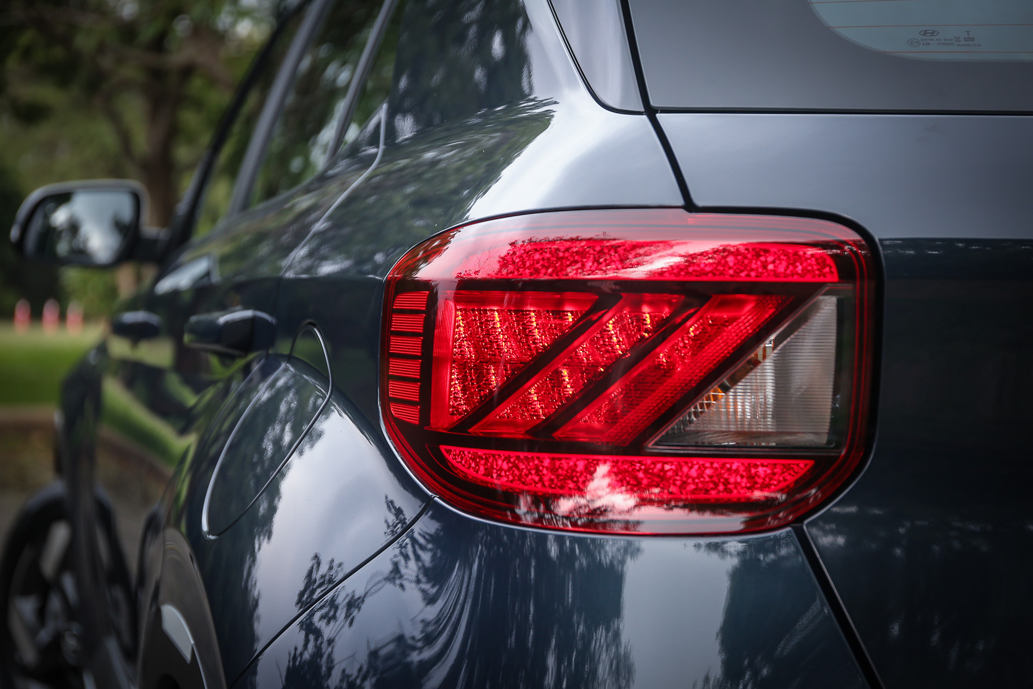 GLC 等級才有的緋紅星辰 LED 尾燈。
