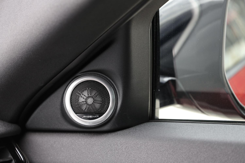 此車型標配 MeridianTM 380W 頂級數位化音響。