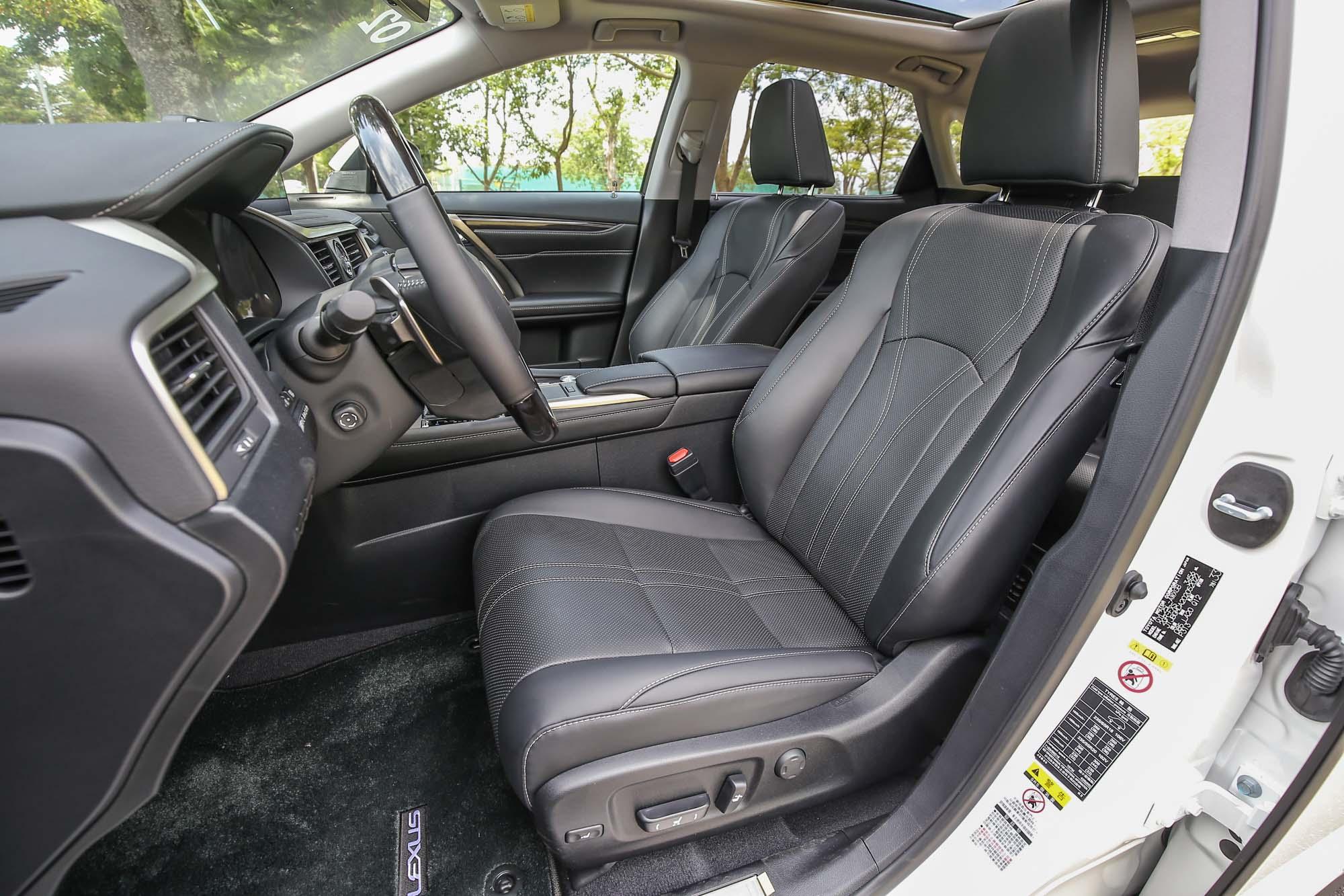 前排椅面的設計較短,腿部支撐力仍有進步空間。