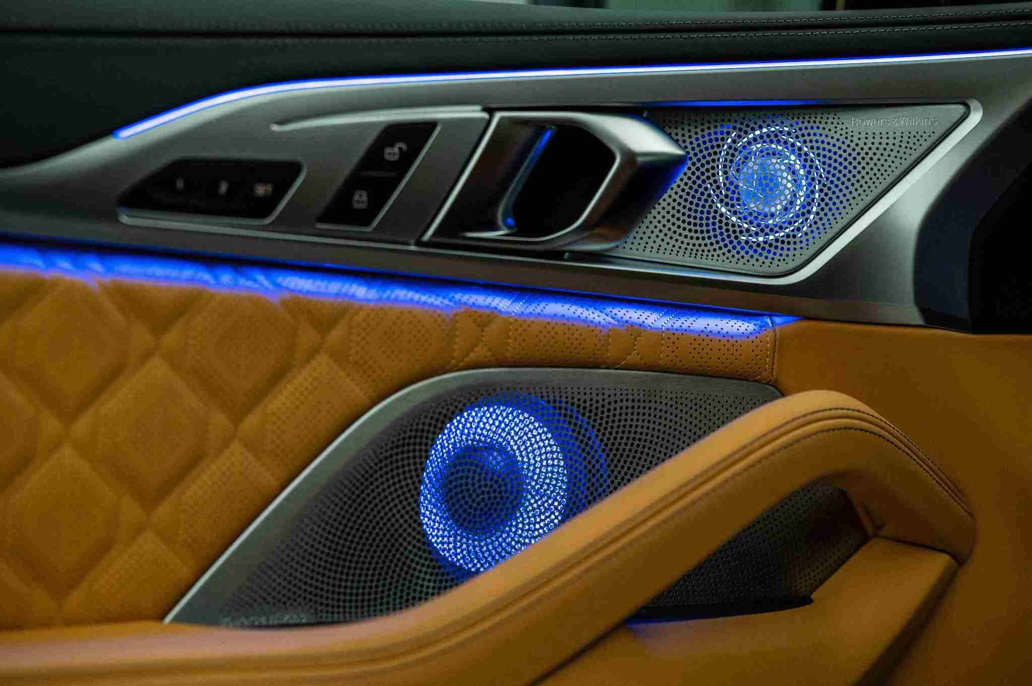 Bowers & Wilkins 鑽石高傳真音響系統,頂級出色的 16 支揚聲器。