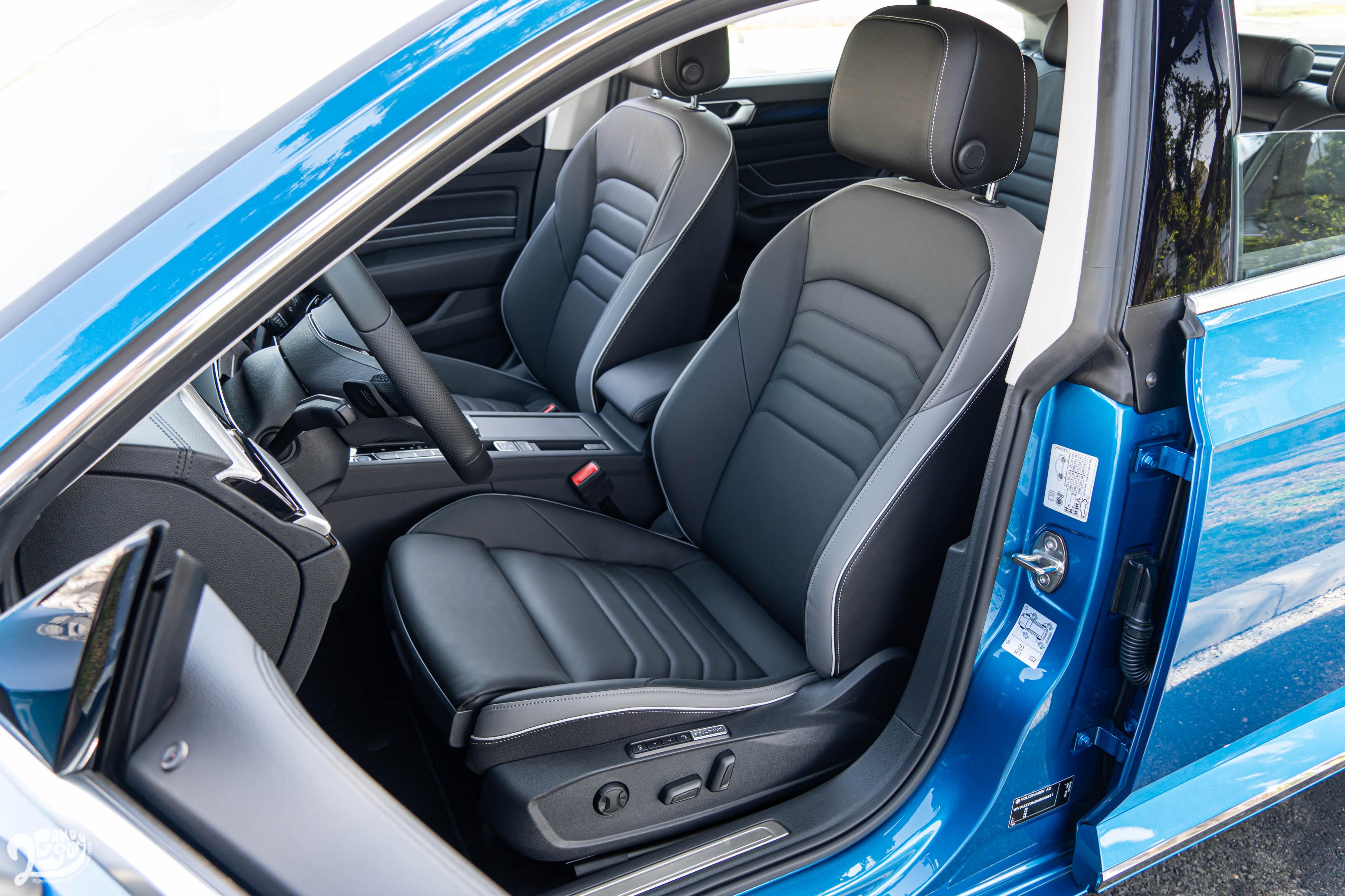 配備 Nappa 舒適真皮座椅,前後座都具備加熱功能,駕駛座並有按摩設計。