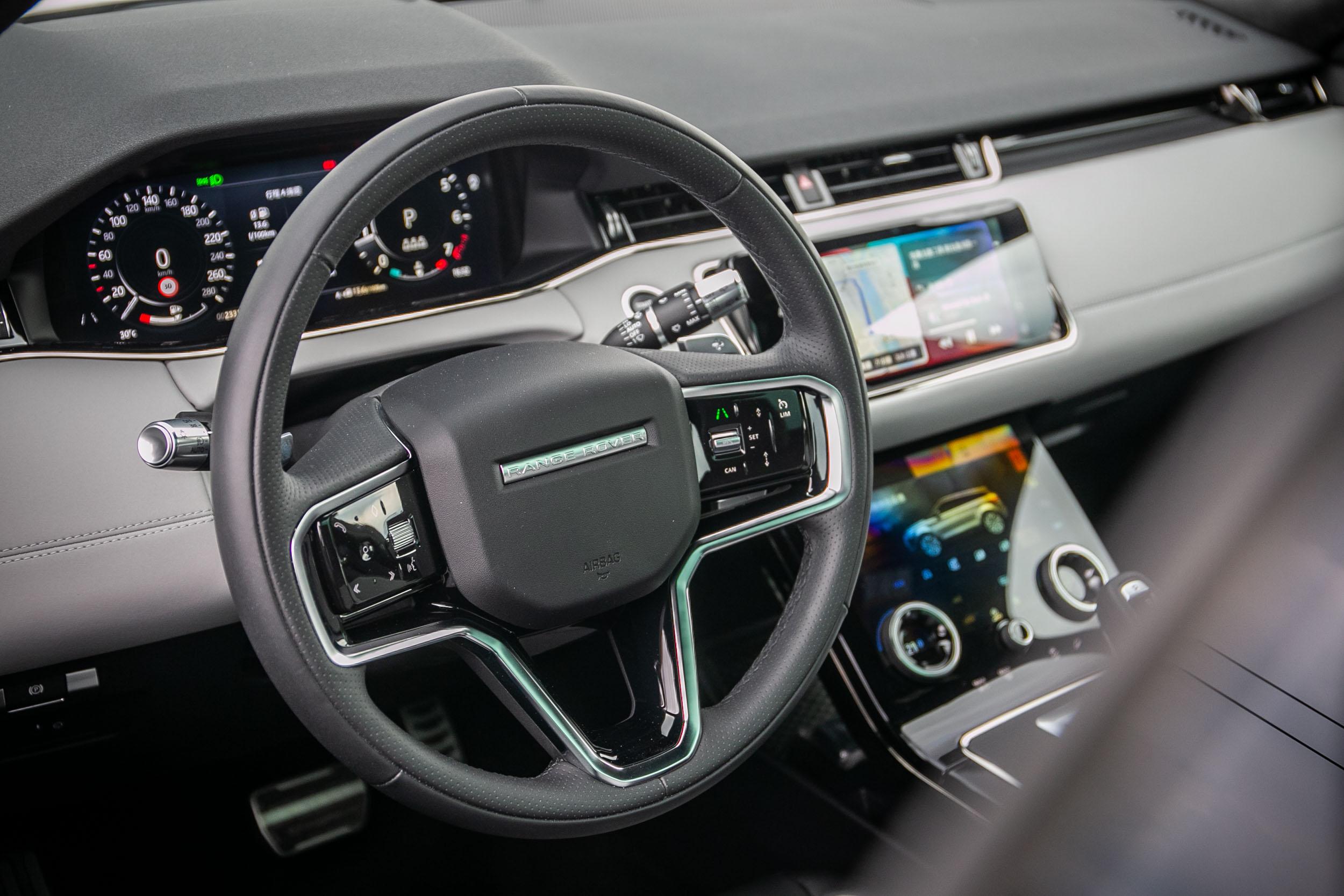 全新設計的方向盤,整體線條與車內格局相襯。