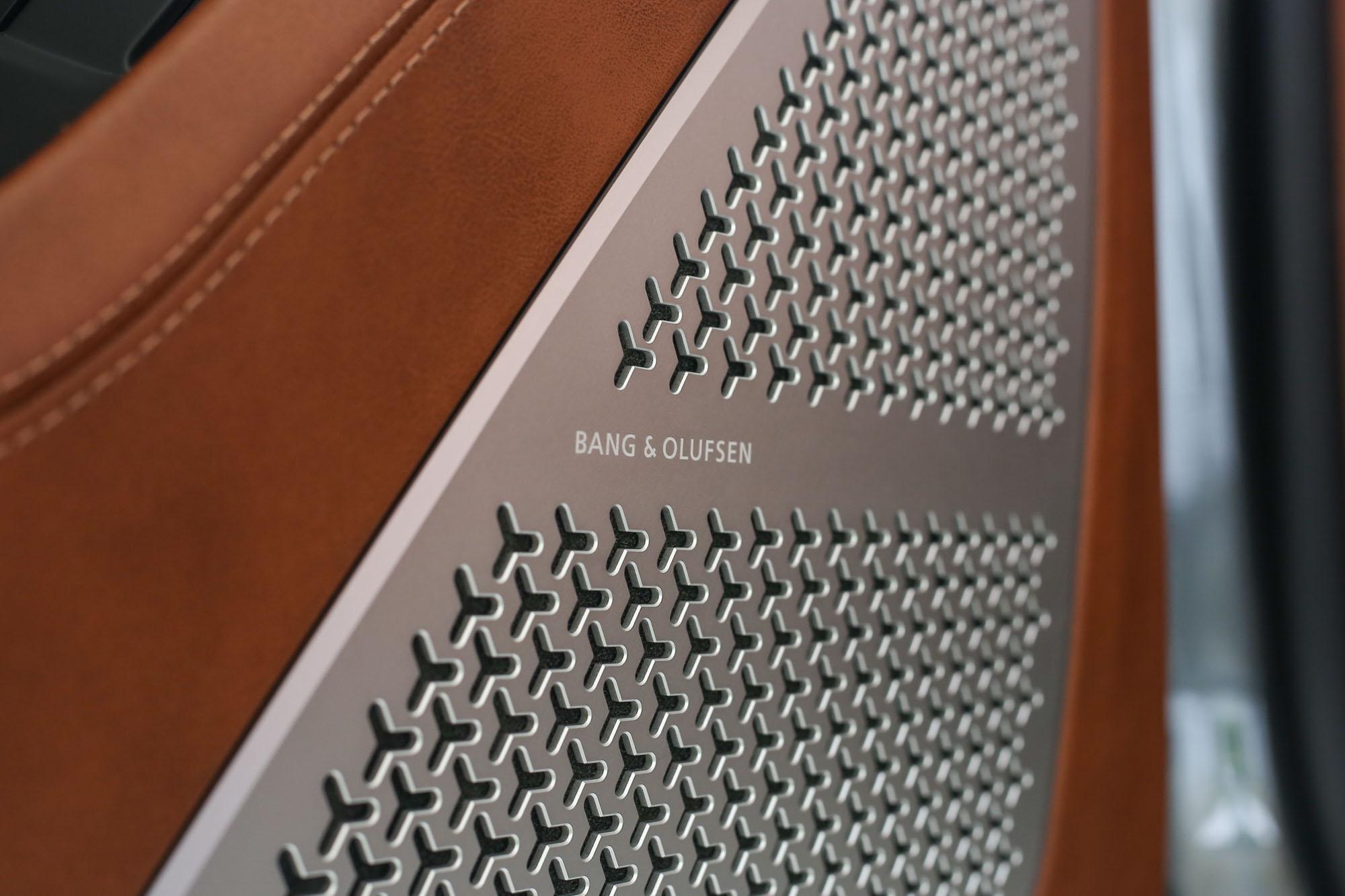 名家 B&O 音響系統採用,但相信對於許多車主而言,引擎運轉與排氣聲浪就是最佳的音響系統。