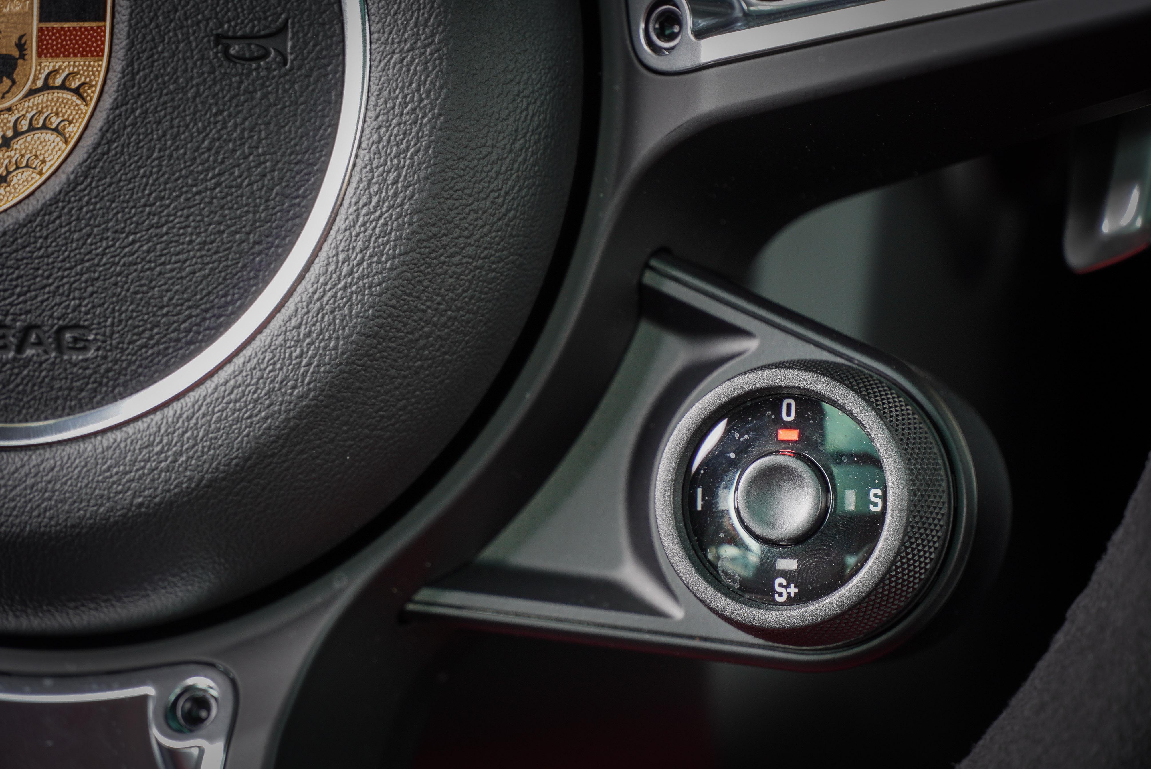 模式切換鍵為跑車計時套件內容。