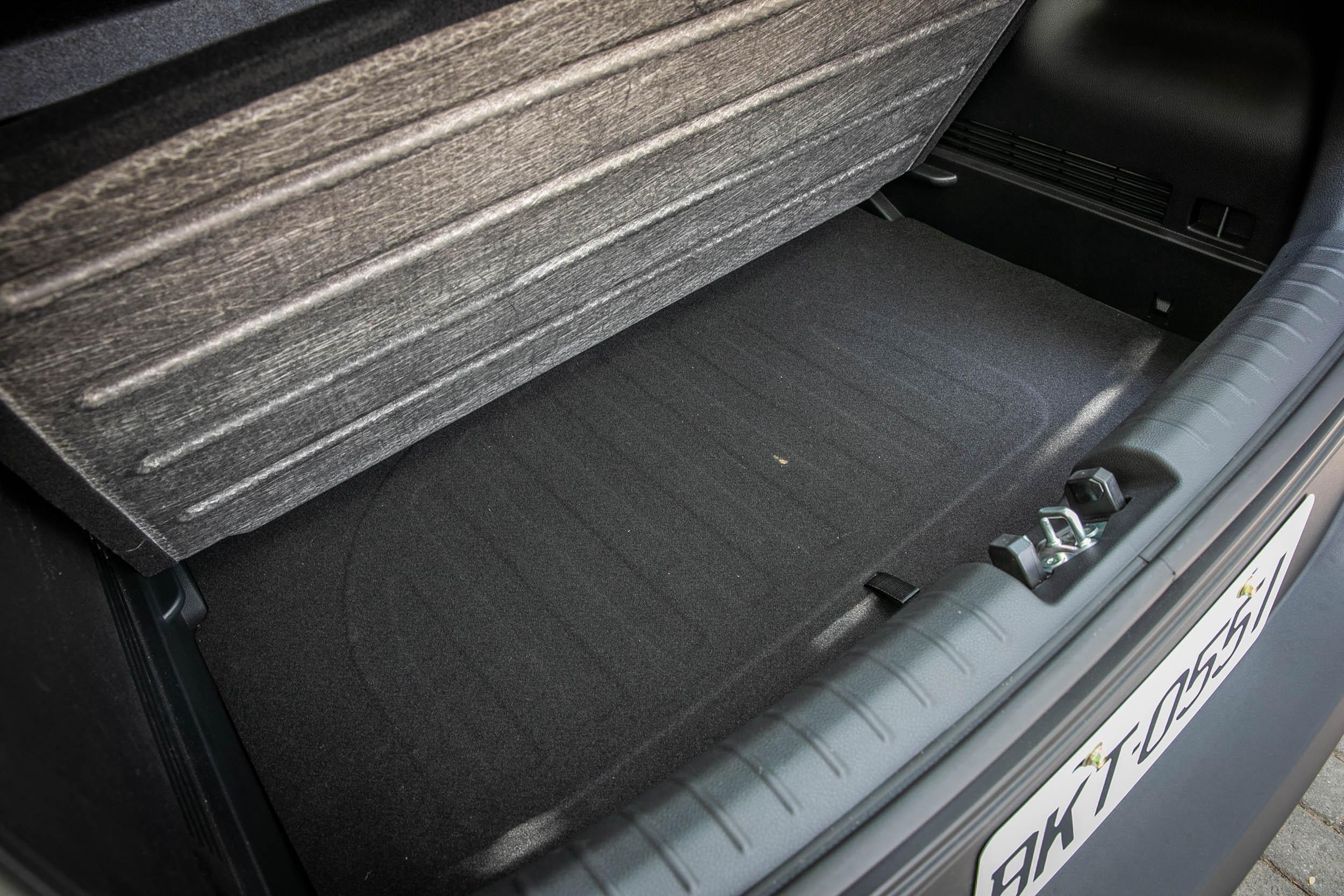 後廂底板下有置物夾層,增加置物彈性與隱蔽性。