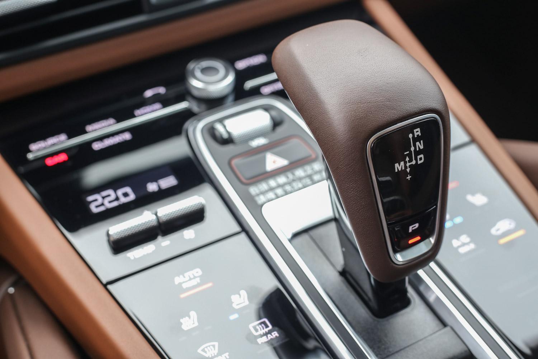 強大的動力銜接 8 速 Tiptronic S 手自排變速系統。